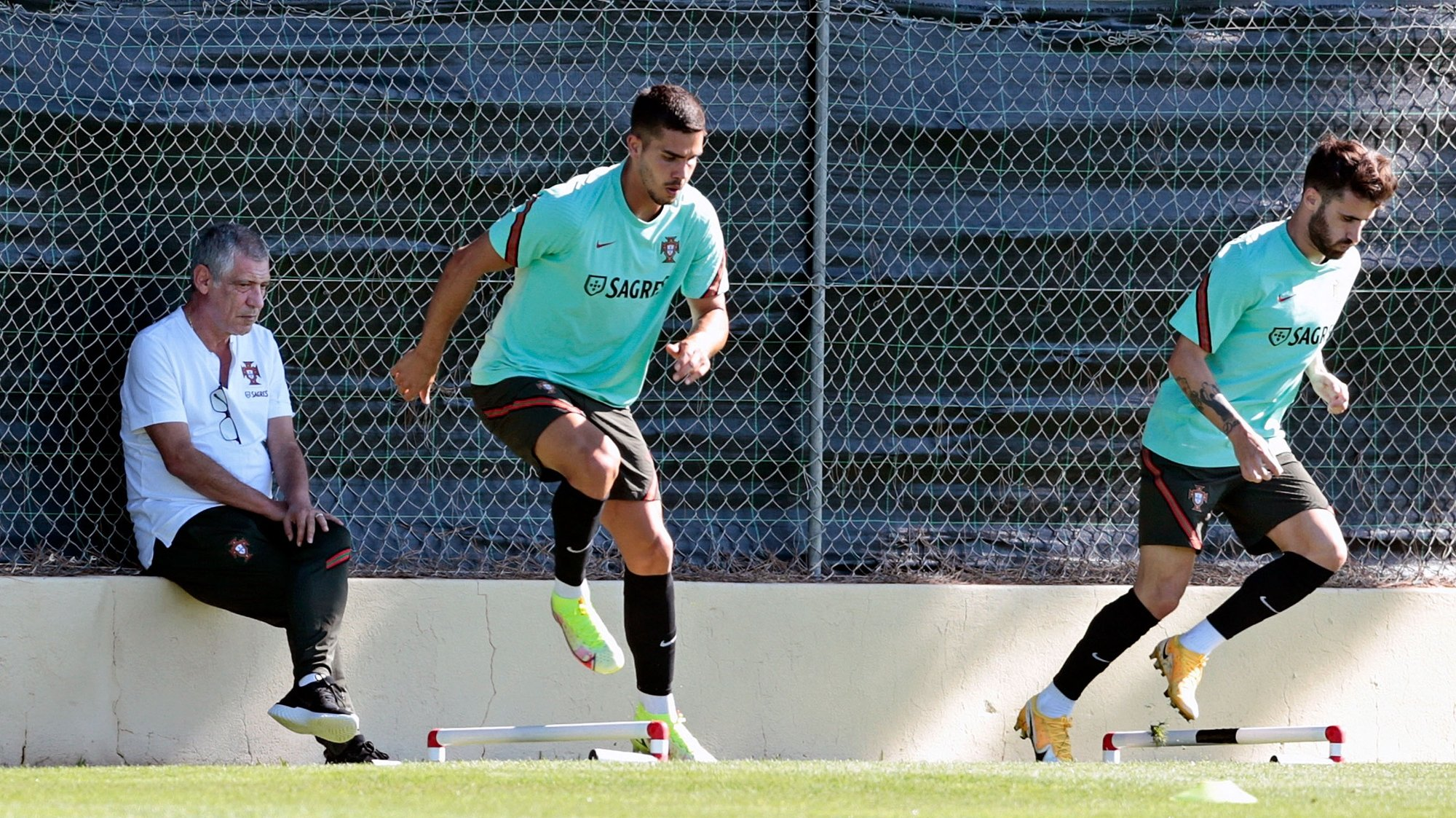 Fernando Santos observes the players (Andre Silva and Rafa) during a training session to  FIFA World Cup 2022 at the Ria Park Hotel field in Vale Garrao, Loule, Portugal, 3 September 2021. RICARDO NASCIMENTO/LUSA