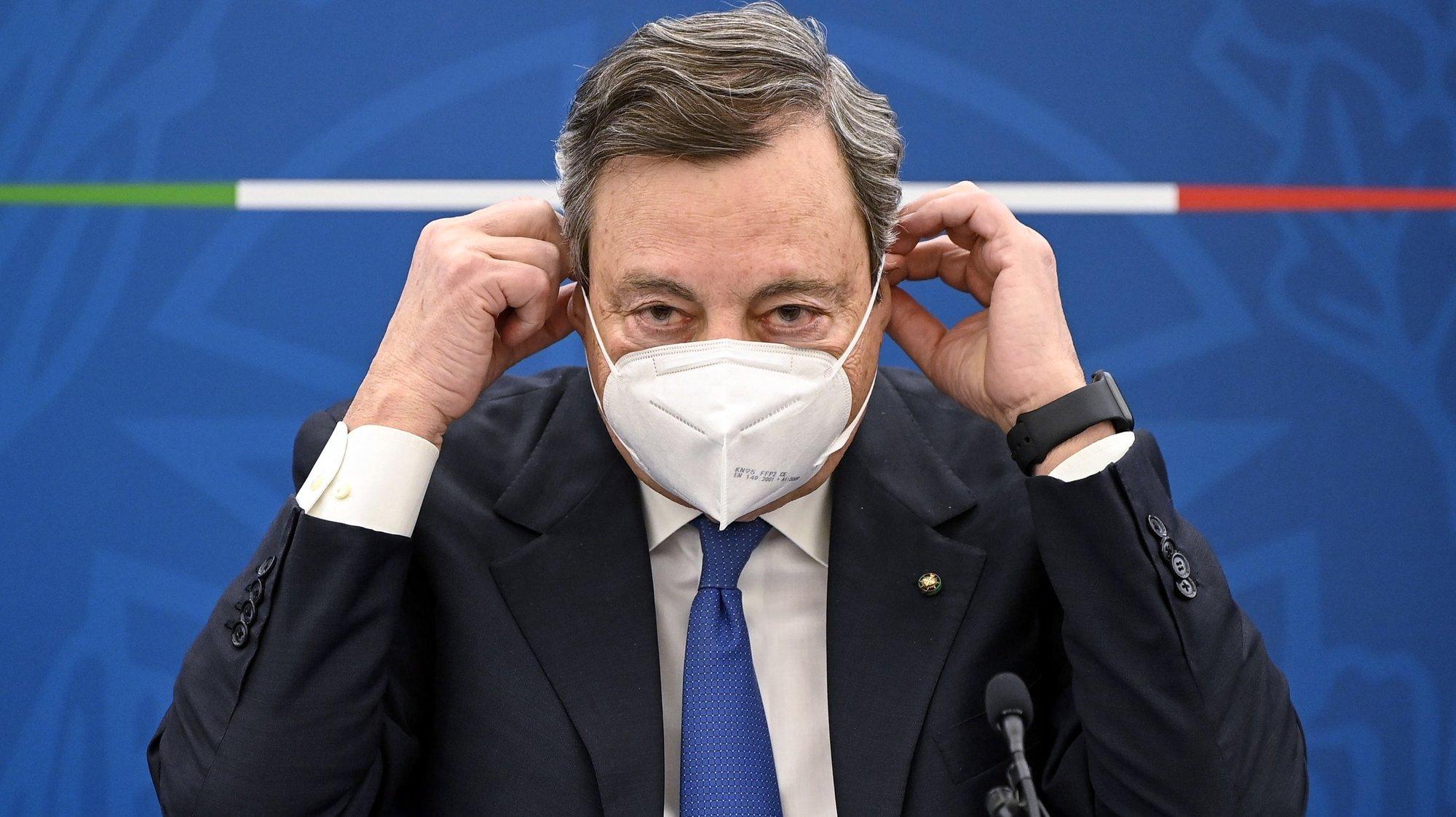 epa09122817 Italian Prime Minister Mario Draghi attends a press conference on plan to fight Coronavirus Covid-19 pandemic, Rome, Italy, 08 April 2021.  EPA/RICCARDO ANTIMIANI