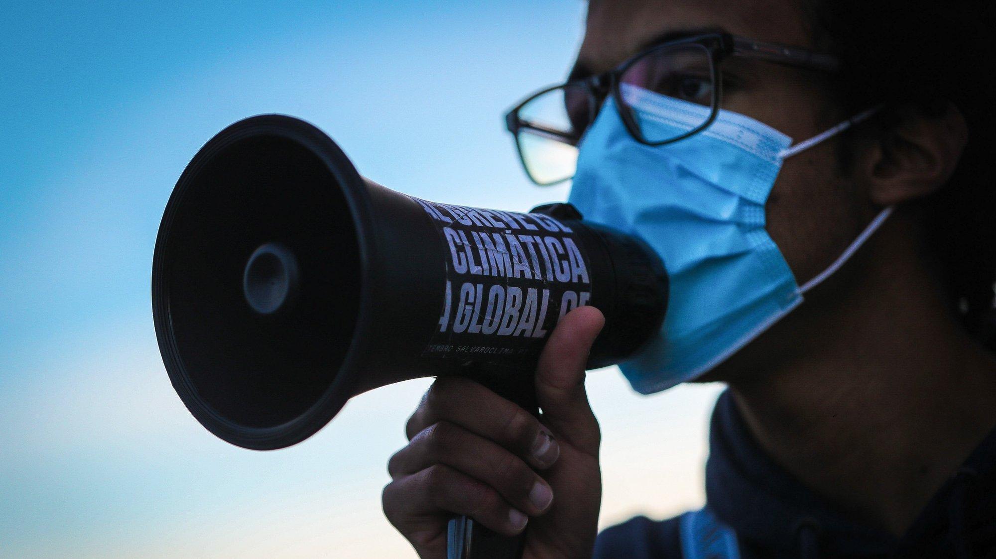 Marcha da Greve Climática Estudantil para reivindicar um plano para recuperar o clima, recuperar a saúde pública e regenerar a economia, em Lisboa, 19 de março de 2021. Os jovens em Portugal saem às ruas para reivindicar justiça climática em resposta ao apelo internacional do movimento #FridaysForFuture. MÁRIO CRUZ/LUSA