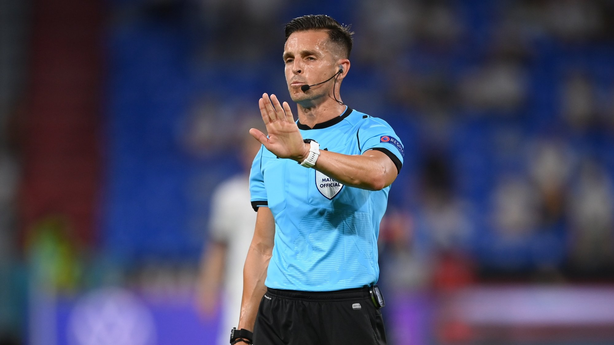 epa09274558 Spanish referee Carlos del Cerro Grande reacts during the UEFA EURO 2020 group F preliminary round soccer match between France and Germany in Munich, Germany, 15 June 2021.  EPA/Matthias Hangst / POOL (RESTRICTIONS: For editorial news reporting purposes only. Images must appear as still images and must not emulate match action video footage. Photographs published in online publications shall have an interval of at least 20 seconds between the posting.)