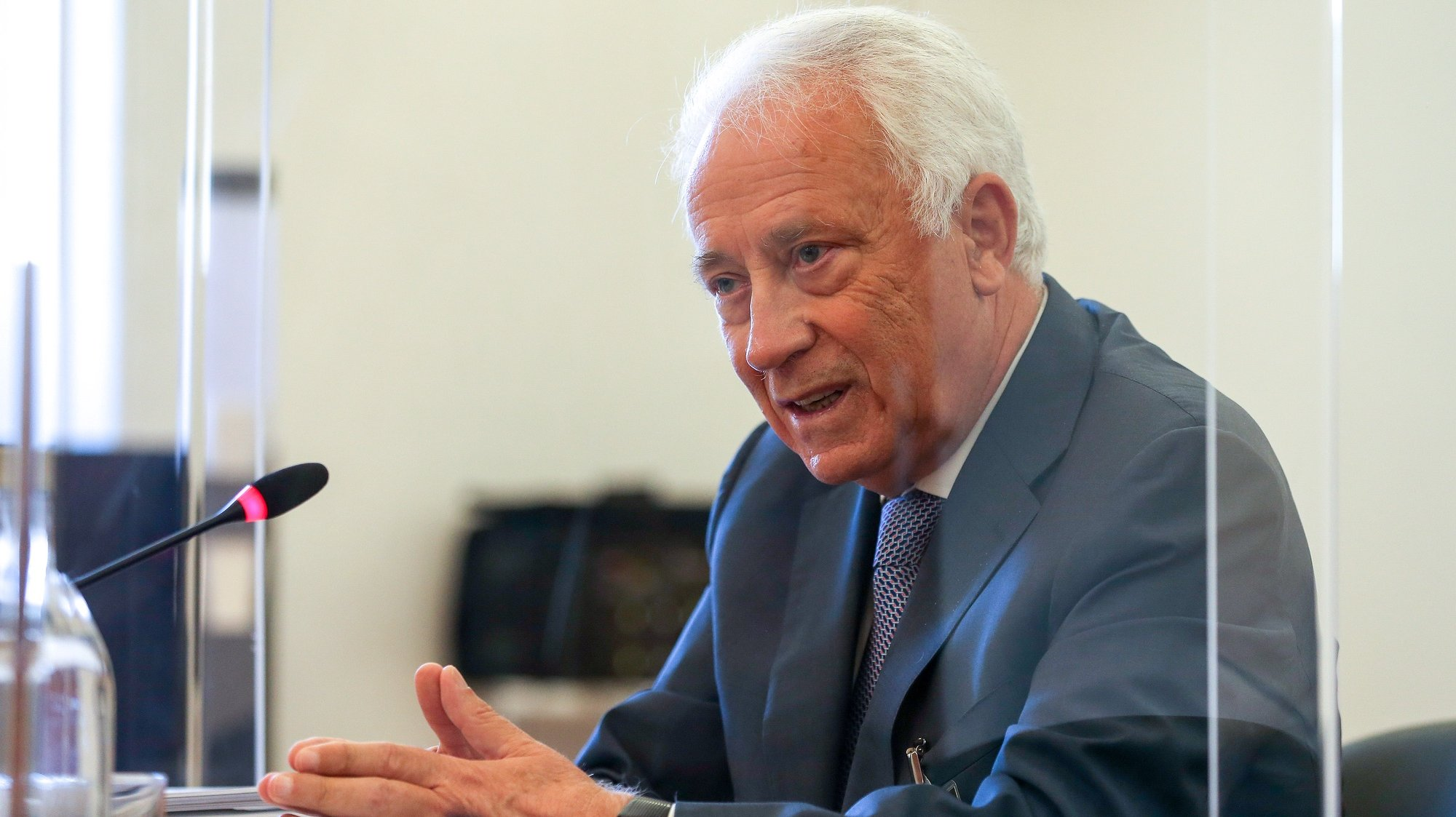 O ex- Governador do Banco de Portugal, Carlos Costa, durante a audição na Comissão Eventual de Inquérito Parlamentar às perdas registadas pelo Novo Banco e imputadas ao Fundo de Resolução, na Assembleia da República, em Lisboa, 17 de maio de 2021. MANUEL DE ALMEIDA/LUSA