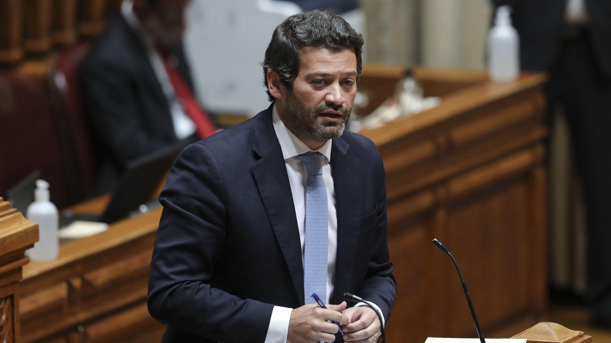 O deputado do CHEGA, André Ventura, intervém durante o primeiro debate bimestral com a presença do chefe do Governo, na Assembleia da República, em Lisboa, 12 de maio de 2021. MIGUEL A. LOPES/LUSA