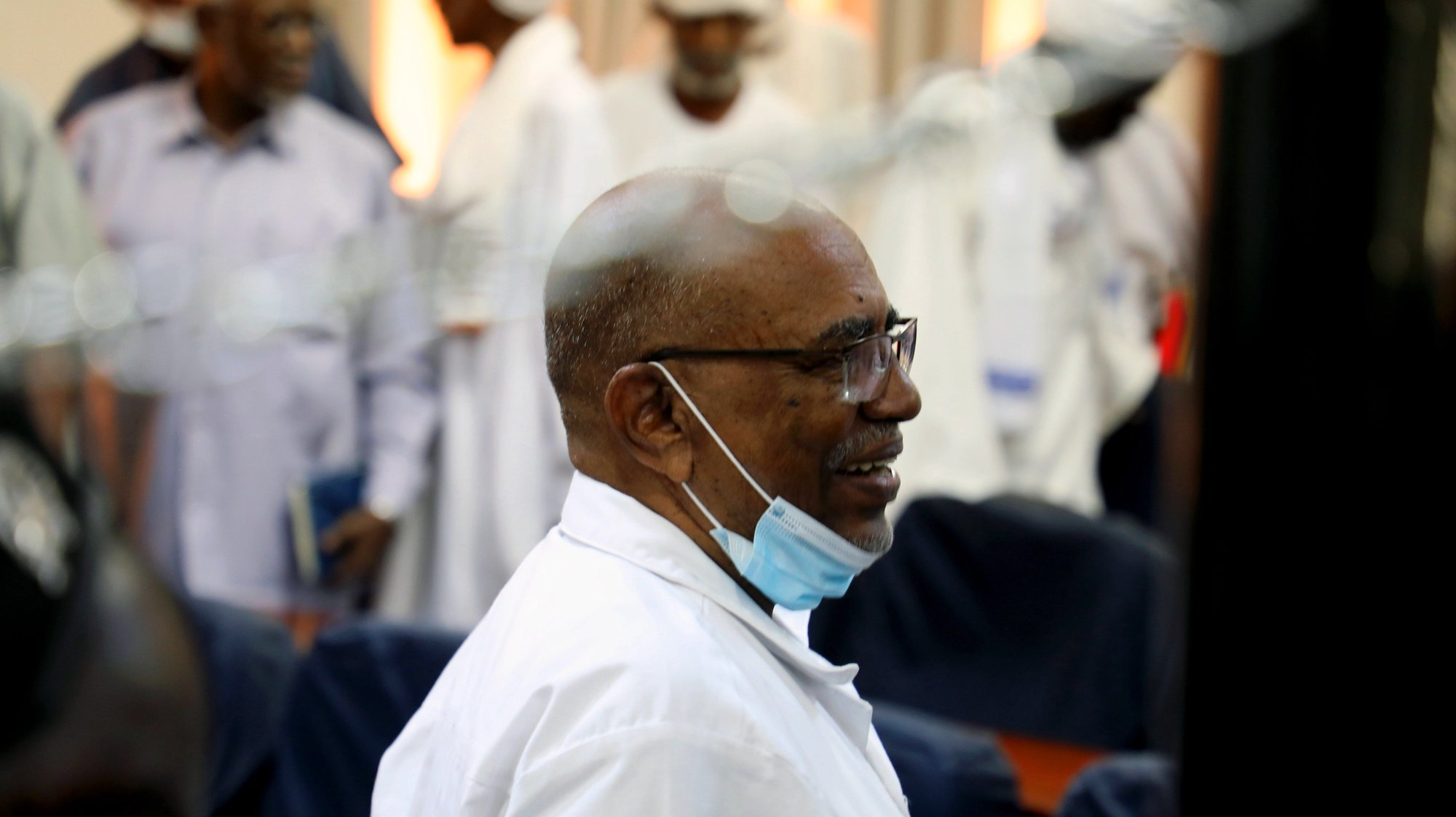 epa08724080 Ousted Sudanese President Omar Al-Bashir attends a procedural session of his trial and more than 20 others for their role in the 1989 military takeover of the government, Khartoum, Sudan, 06 October 2020. Five procedural sessions were held since the trial began on 21 July over charges against the former Sudanese president al-Bashir and more than 20 other people for the 1989 military takeover of the country.  EPA/MOHAMMED ABU OBAID