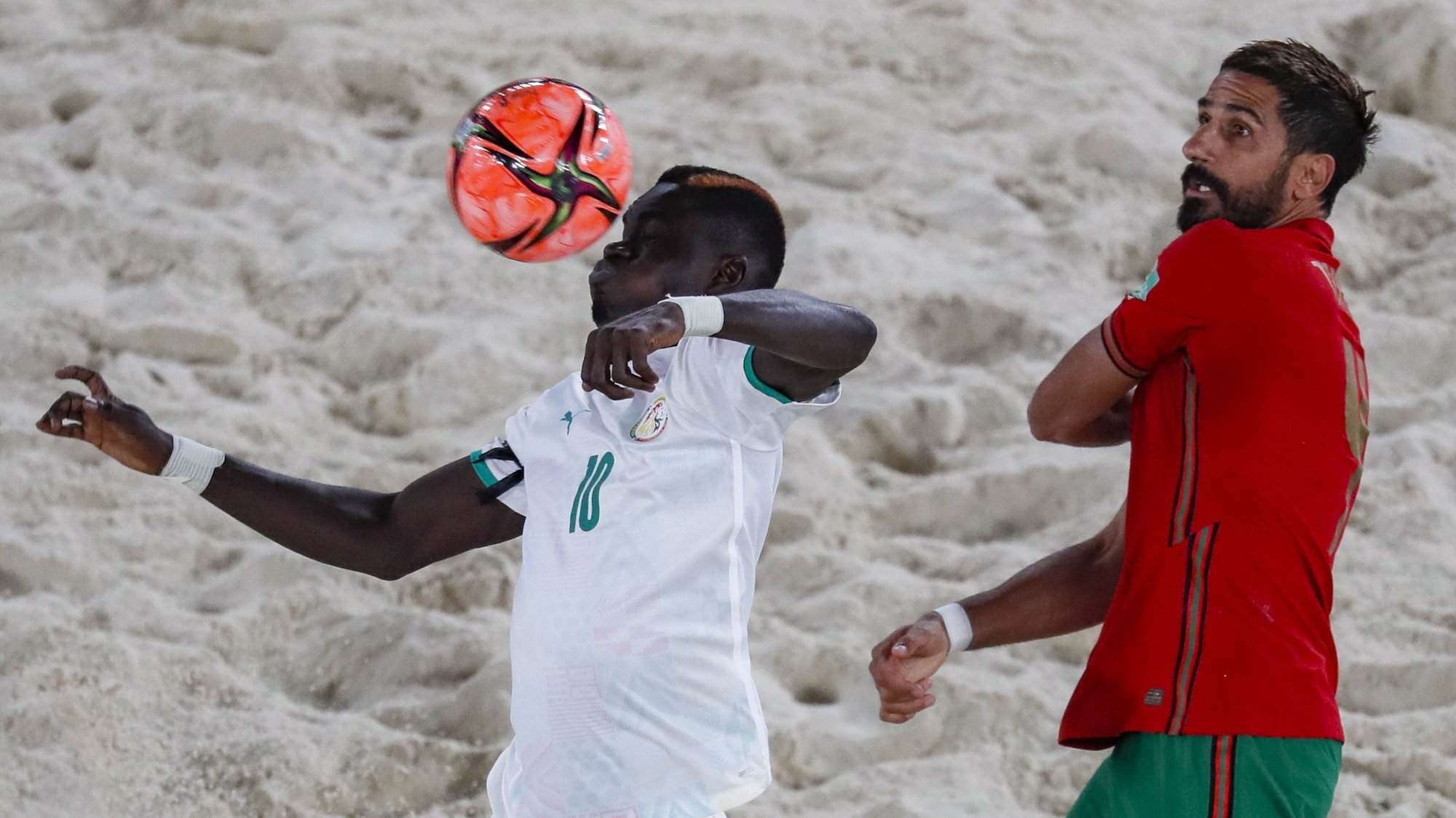epa09425245 Torres (R) of Portugal in action against Mamour Diagne of Senegal during the FIFA Beach Soccer World Cup 2021 match between Senegal and Portugal at Luzhniki Beach Soccer Stadium in Moscow, Russia 22 August 2021.  EPA/YURI KOCHETKOV