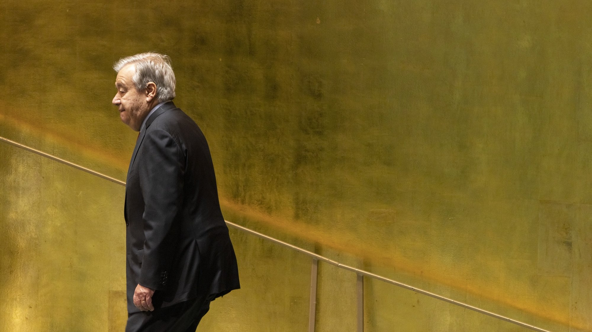 epaselect epa09481472 United Nations Secretary-General Antonio Guterres walks to his desk after addressing a high-level meeting to commemorate the twentieth anniversary of the adoption of the Durban Declaration being held during the General Debate of the 76th Session of the United Nations General Assembly in New York, New York, USA, 22 September 2021.  EPA/JUSTIN LANE