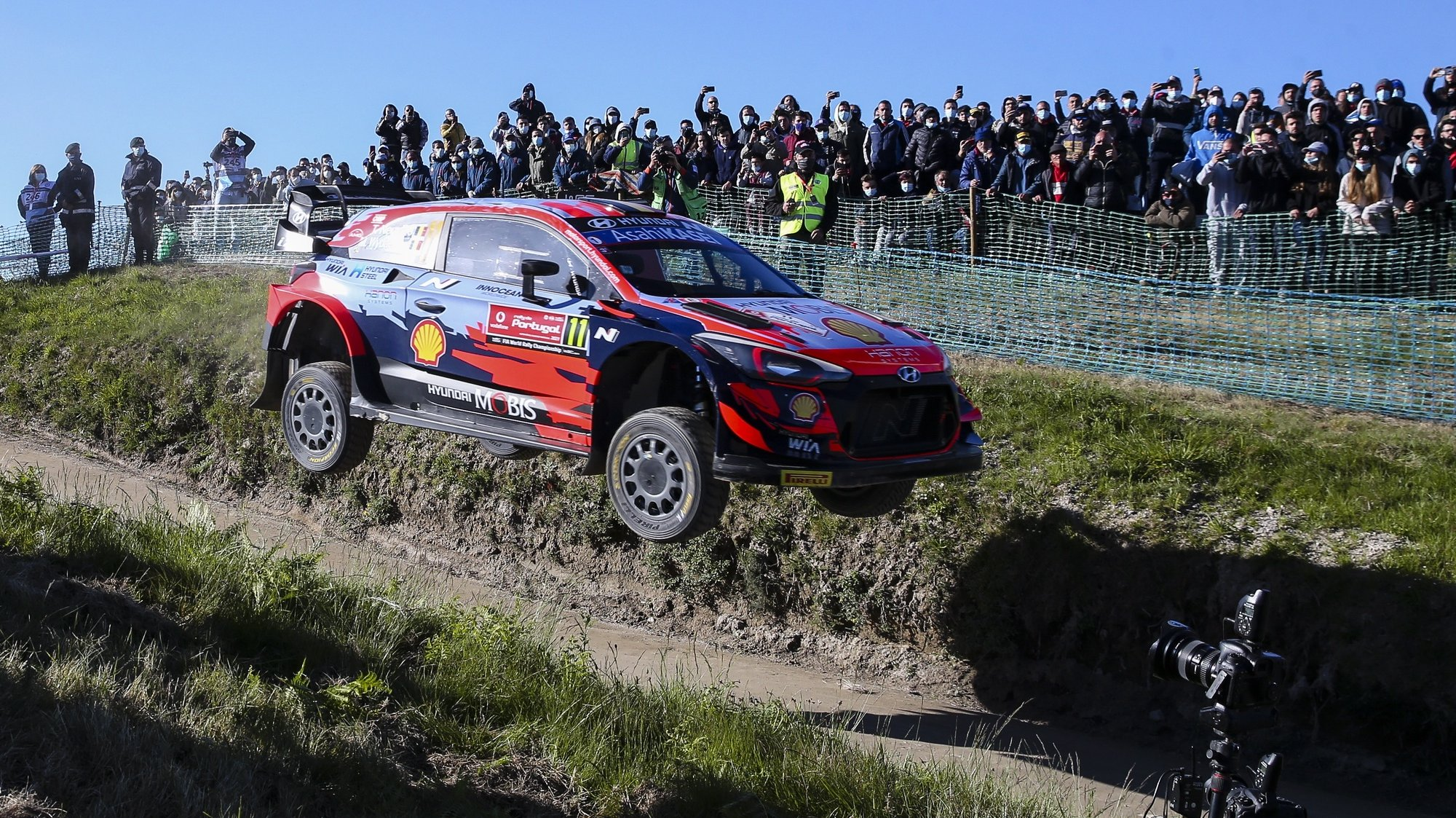 epaselect epa09222143 Thierry Neuville of Belgium drives his Hyundai i20 coupe WRC during Day 2 of the Rally Portugal 2021 as part of the FIA World Rally Championship (WRC) near Fafe, Portugal, 23 May 2021.  EPA/JOSE COELHO