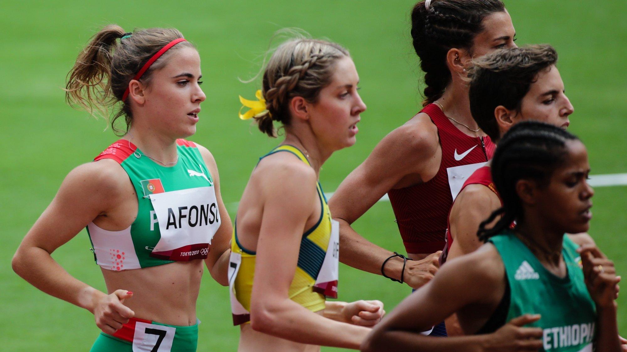 A portuguesa Salomé Afonso (E) concluiu hoje a primeira série das eliminatórias dos 1.500 metros dos Jogos Olímpicos Tóquio2020 em 04.10,80 minutos e ficou de fora das semifinais da distância, no Estádio Olimpico de Tóquio, 02 de agosto de 2021. TIAGO PETINGA/LUSA