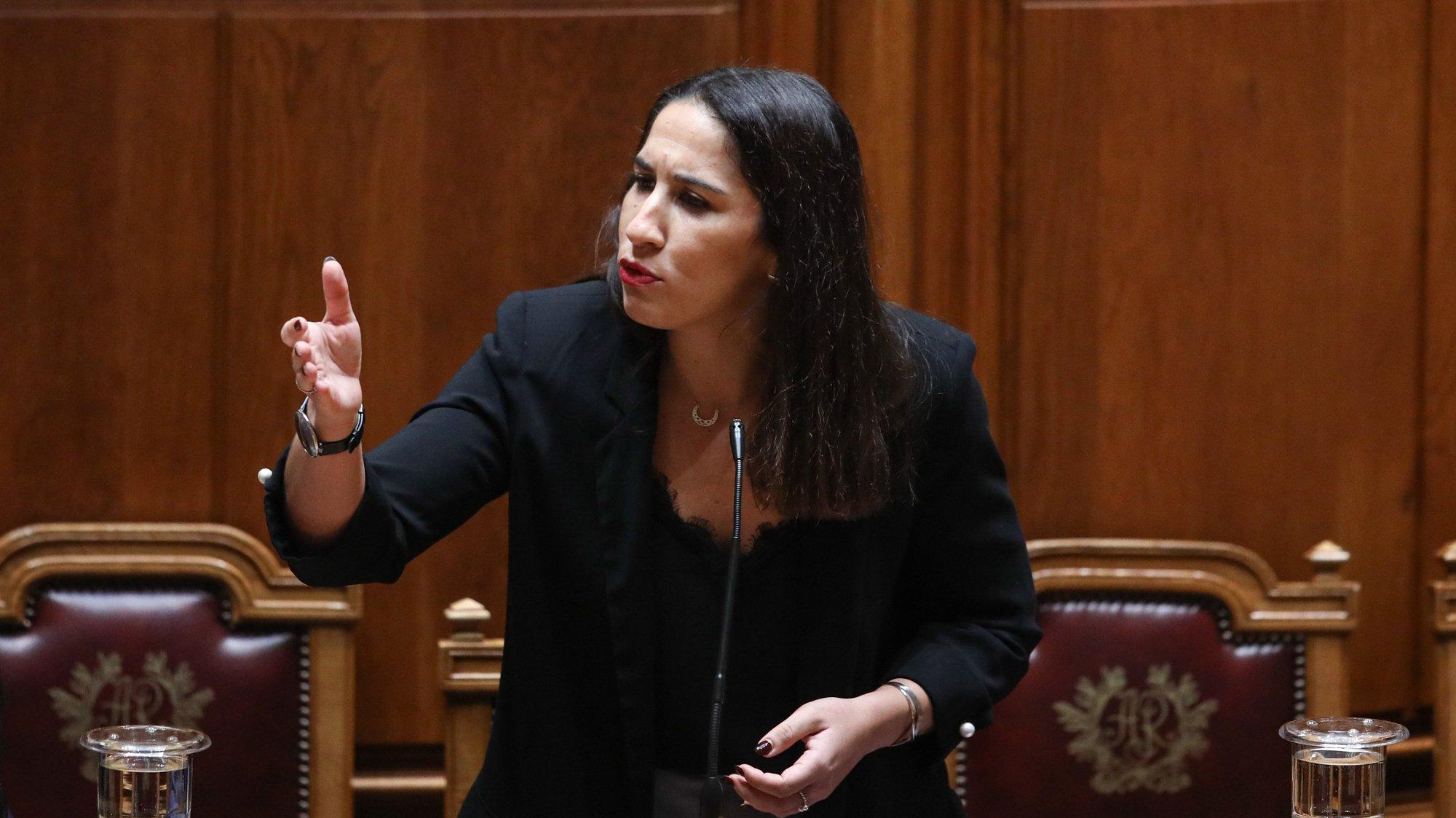 Marina Gonçalves, secretária de Estado da Habitação, Infraestruturas e Habitação, durante a sessão plenária na Assembleia da República, em Lisboa, 04 de dezembro de 2020. ANDRÉ KOSTERS/LUSA