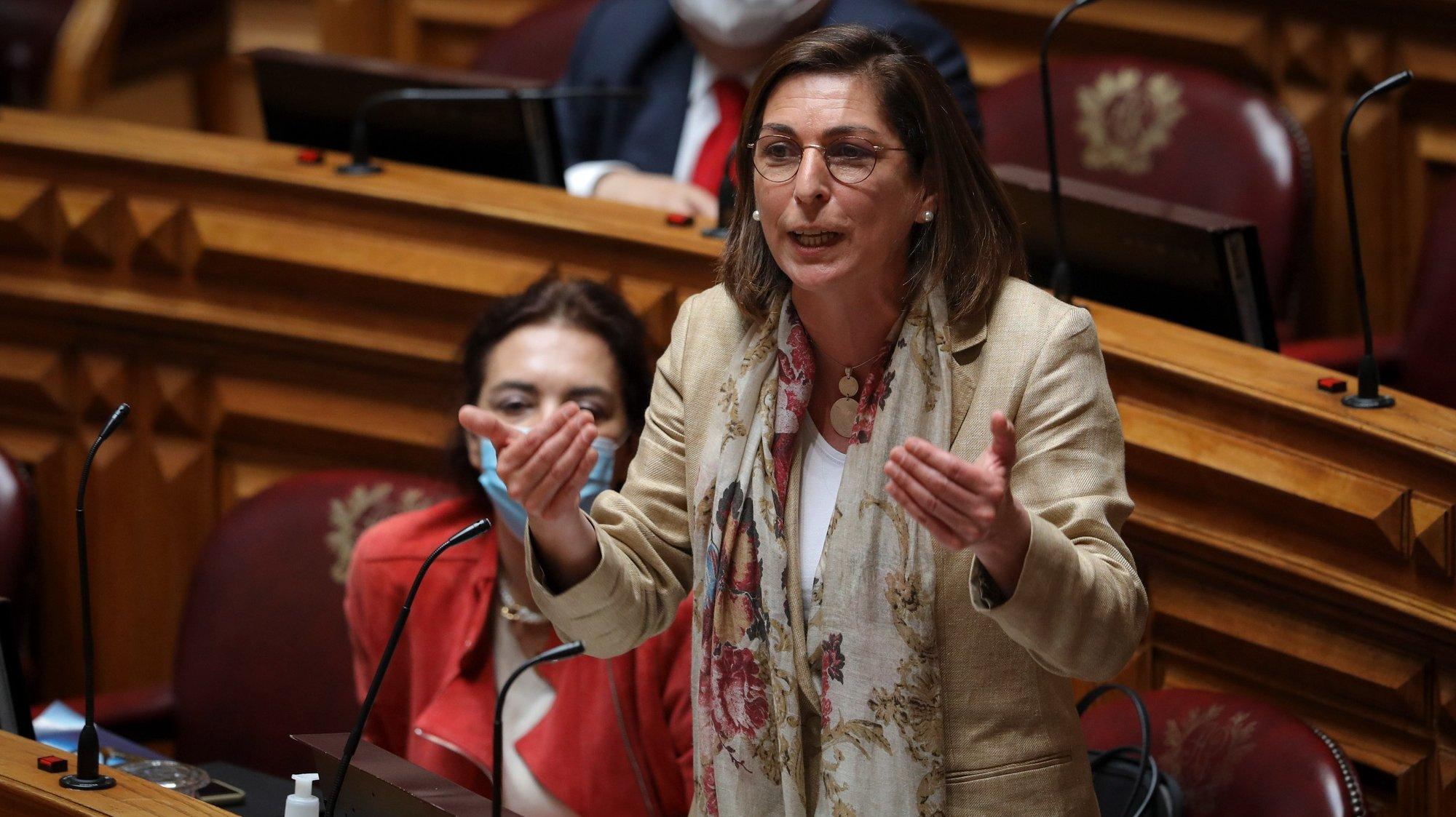 """A deputada do PS Ana Catarina Mendes intervém no debate de interpelação ao Governo, requerida pelo PCP, sobre o tema """"Defesa dos direitos dos trabalhadores"""",  esta tarde na Assembleia da República em Lisboa, 19 de maio de 2021. MIGUEL A. LOPES/LUSA"""