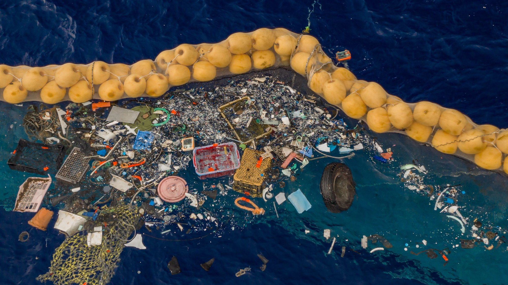 epa07892087 A handout photo made available by The Ocean Cleanup shows the company's ocean cleanup prototype System 001/B capturing plastic debris in the Great Pacific Garbage Patch, in the Pacific Ocean, 30 September 2019 (issued 03 October 2019). The self-contained system uses natural currents of the sea to passively collect plastic debris in an effort to reduce waste in the ocean. According to the Ocean Cleanup, the system is also able to filter microplastics as small as 1mm.  EPA/THE OCEAN CLEANUP HANDOUT  HANDOUT EDITORIAL USE ONLY/NO SALES