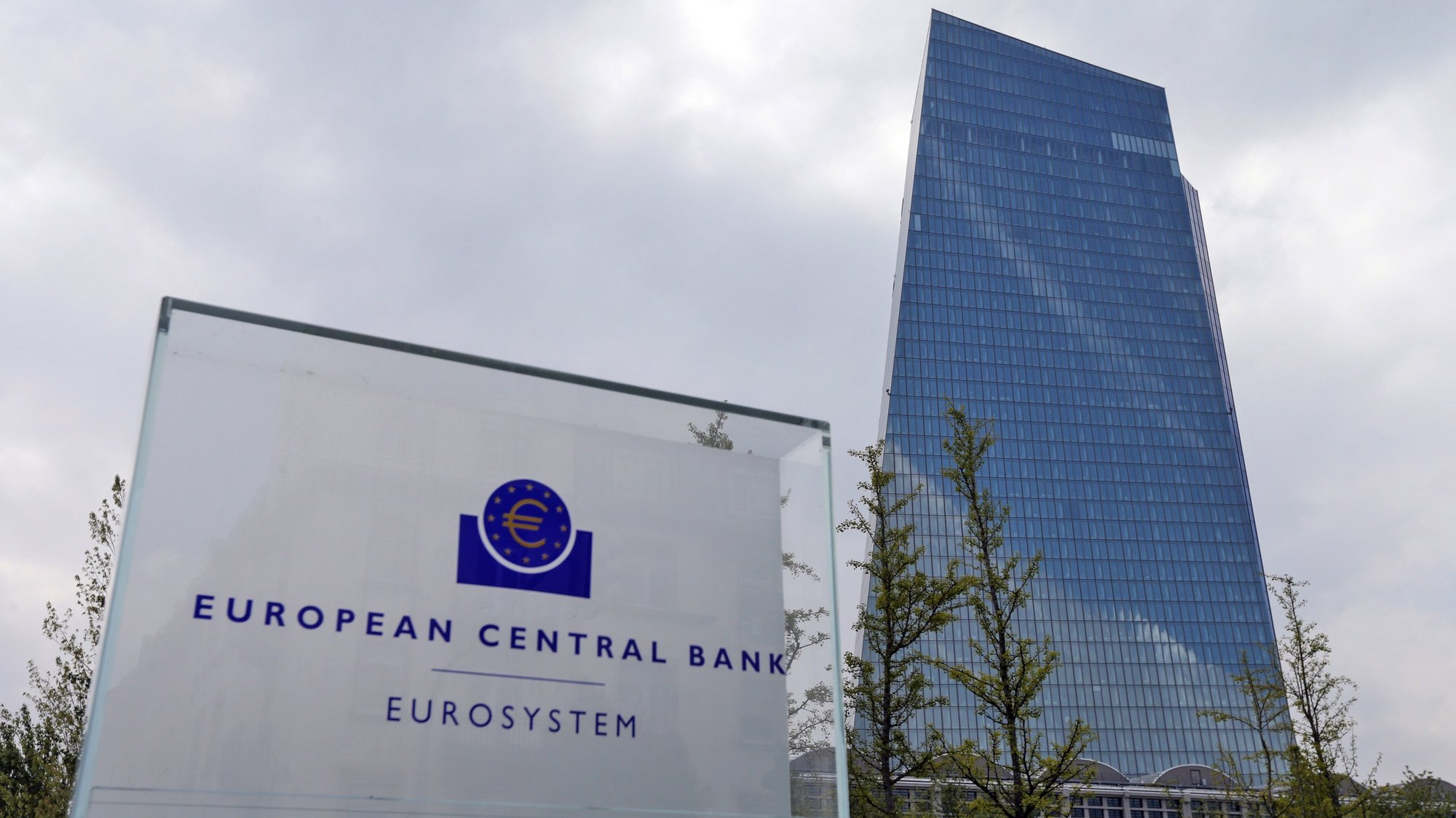 epa08432153 (FILE) - The European Central Bank (ECB) in Frankfurt Main, Germany, 27 April 2017 (reissued 19 May 2020) The European Central Bank (ECB) is to publish the euro area balance of payments for March 2020 on 20 May 2020.  EPA/ARMANDO BABANI *** Local Caption *** 54834572