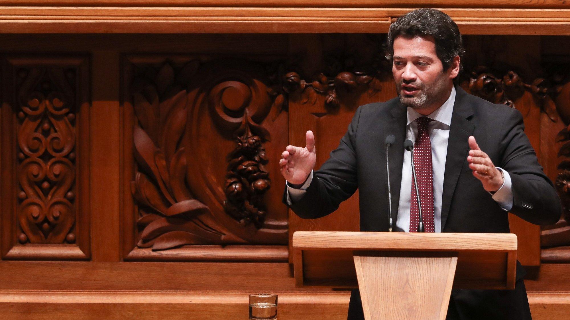 O deputado do Chega, André Ventura, intervém durante o debate parlamentar que tem como tema principal o teletrabalho, na Assembleia da República, em Lisboa, 5 de maio de 2021. MÁRIO CRUZ/LUSA