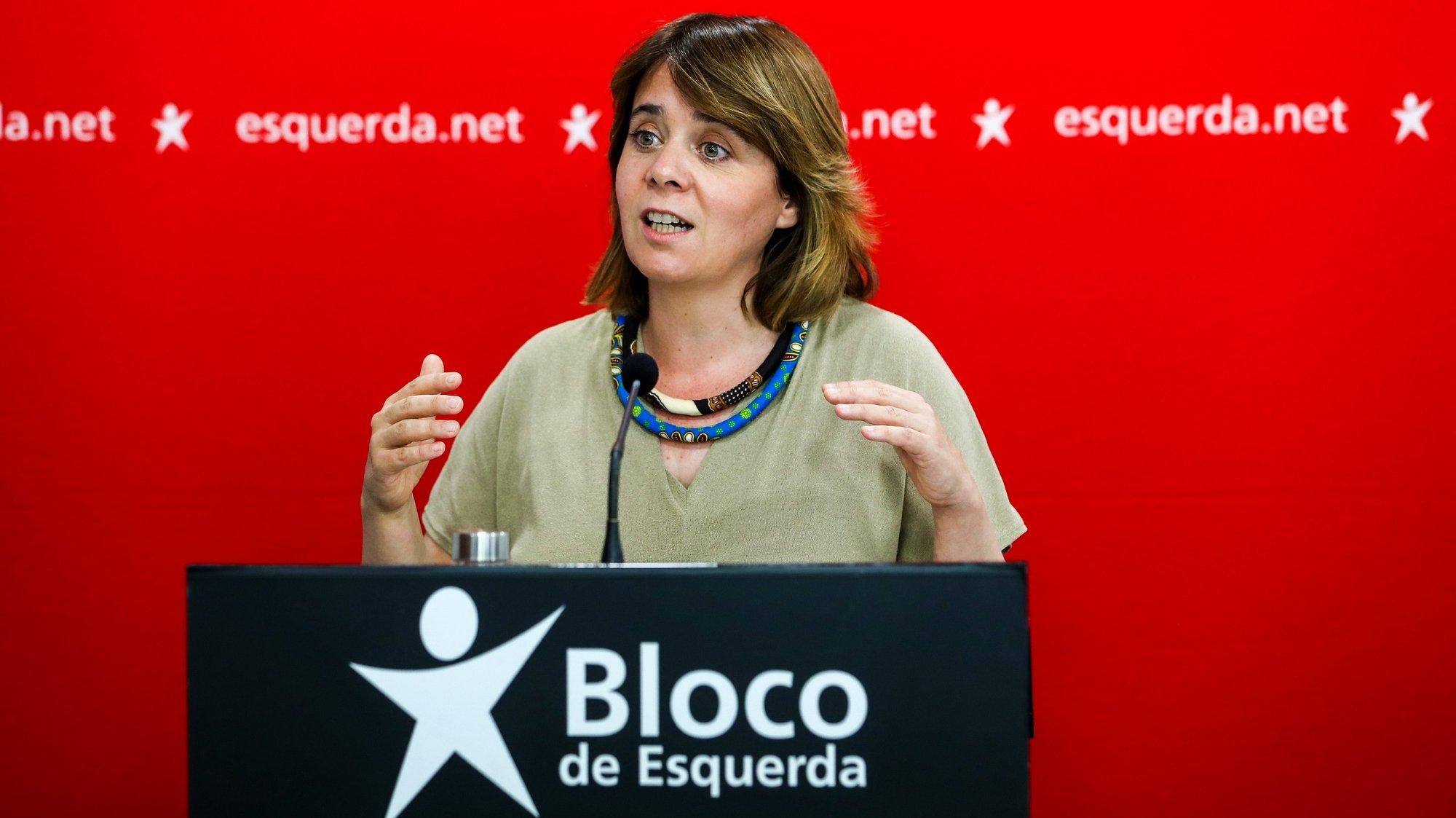 A coordenadora do Bloco de Esquerda, Catarina Martins, fala aos jornalistas durante uma conferência de imprensa para apresentar as conclusões da reunião da mesa nacional do partido, em Lisboa, 29 de maio de 2021. JOSÉ SENA GOULÃO/LUSA