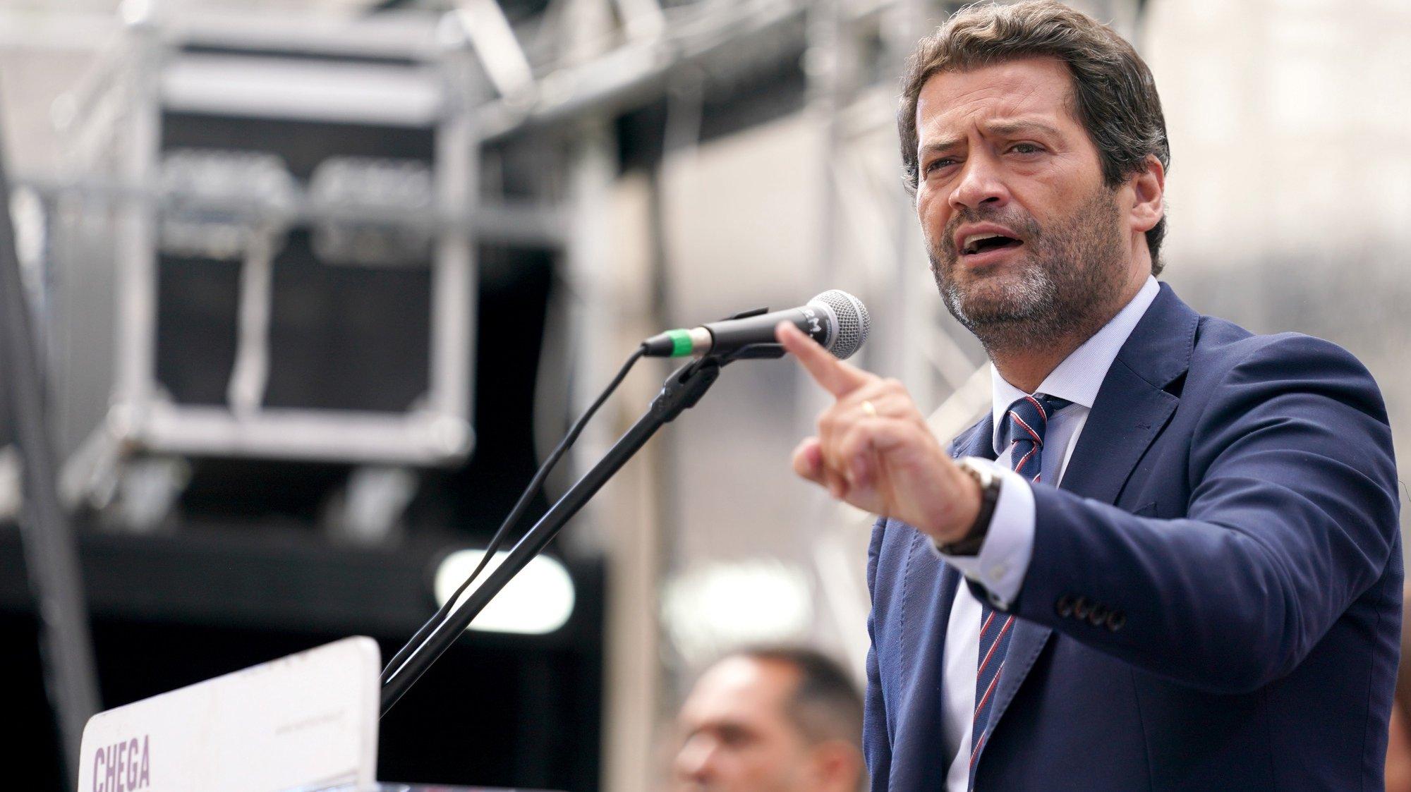 O presidente do Chega, André Ventura, discursa durante o comício de apresentação da candidatura de Eugénia Santos à Câmara Municipal de Braga no âmbito da campanha para as eleições autárquicas, Braga, 15 de setembro de 2021. HUGO DELGADO/LUSA