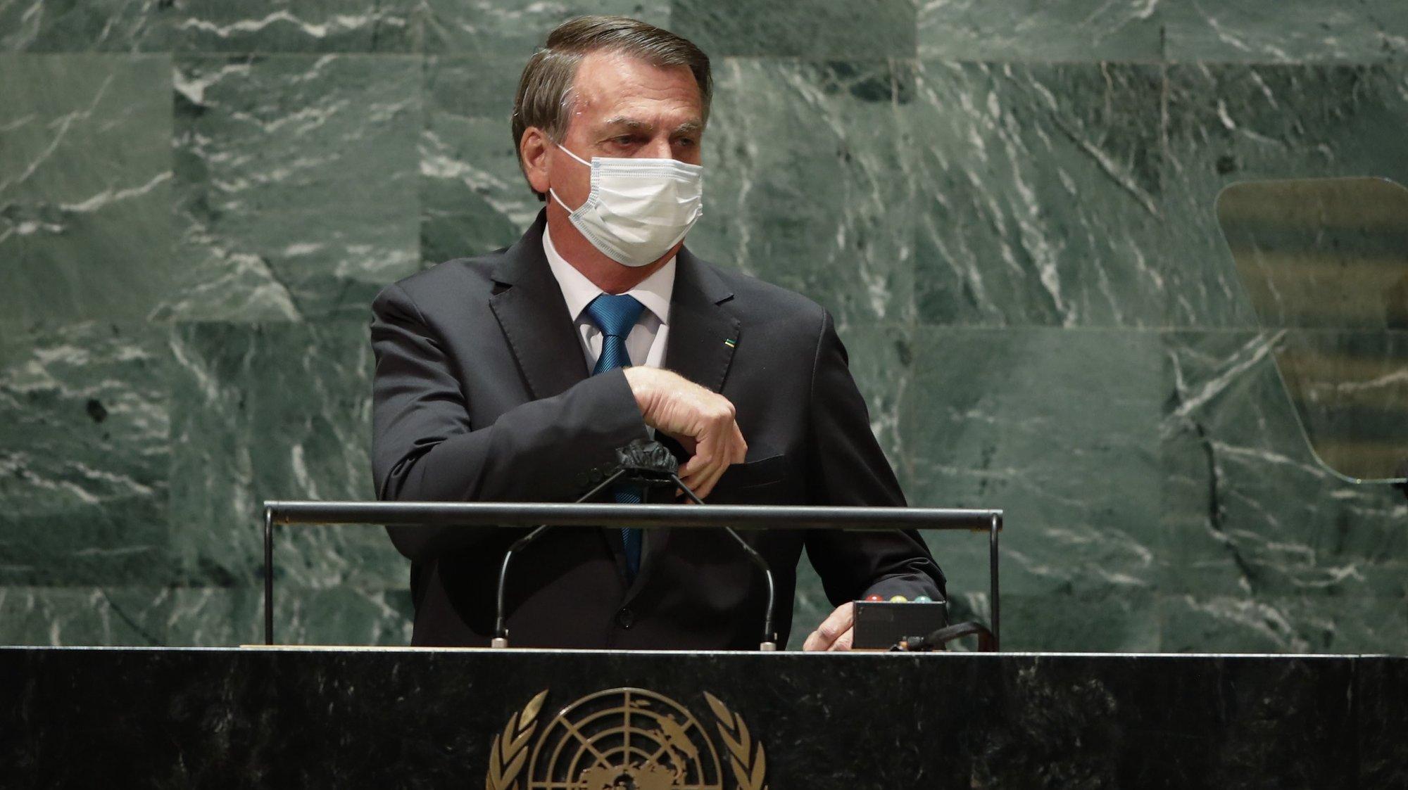 epa09479374 Brazil's President Jair Bolsonaro arrives to address the 76th Session of the UN General Assembly in New York City, USA, 21 September 2021.  EPA/EDUARDO MUNOZ / POOL