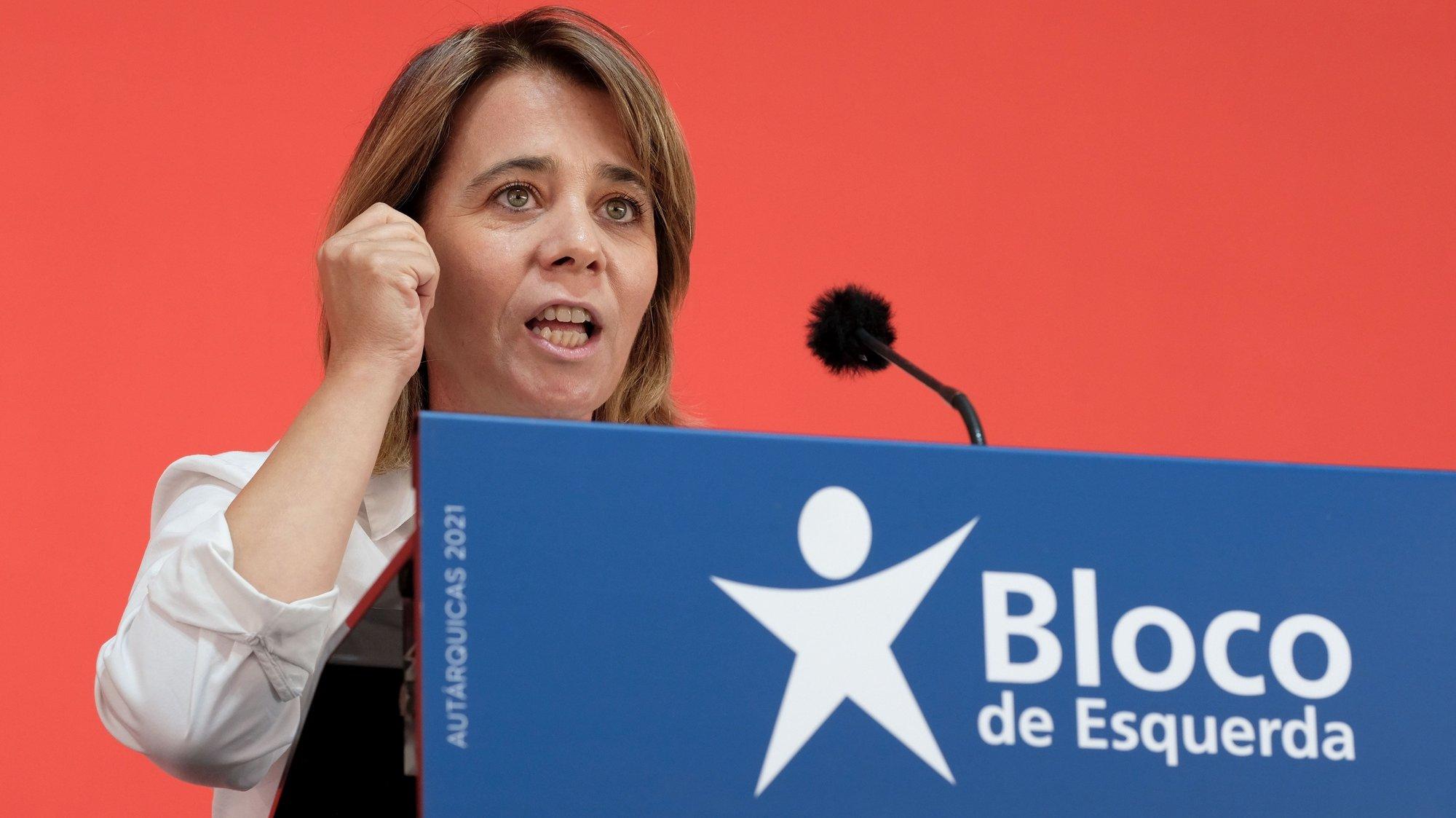 A coordenadora do Bloco de Esquerda, (BE), Catarina Martins, discursa durante um comício no Porto, 18 de setembro de 2021. No próximo dia 26 de setembro mais de 9,3 milhões eleitores podem votar nas eleições Autárquicas, para eleger os seus representantes locais. FERNANDO VELUDO/LUSA