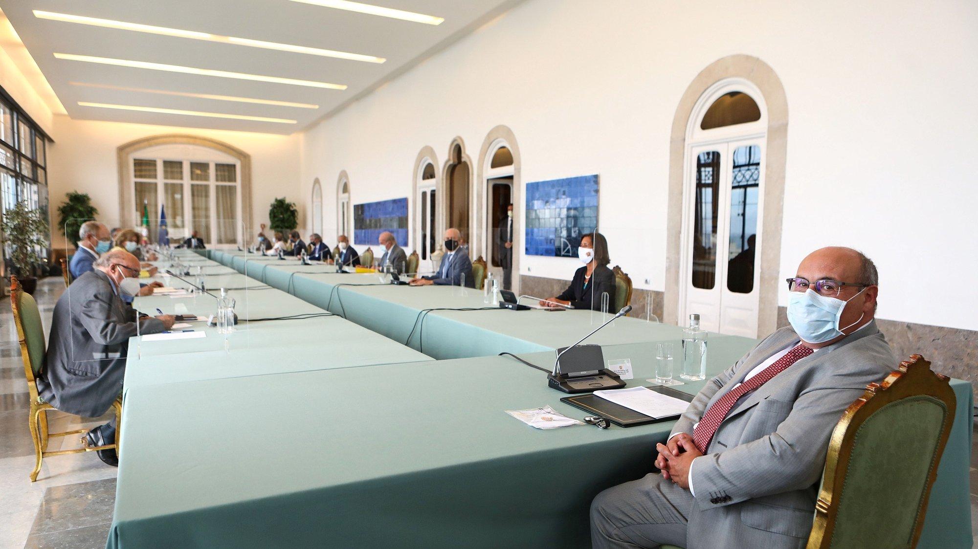 O diretor-geral da Organização Internacional para as Migrações (OIM), António Vitorino (D), participa como convidado na reunião do Conselho de Estado, sob o tema da problemática das migrações, no Palácio da Cidadela, em Cascais, 08 de setembro de 2021. ANTÓNIO PEDRO SANTOS/LUSA