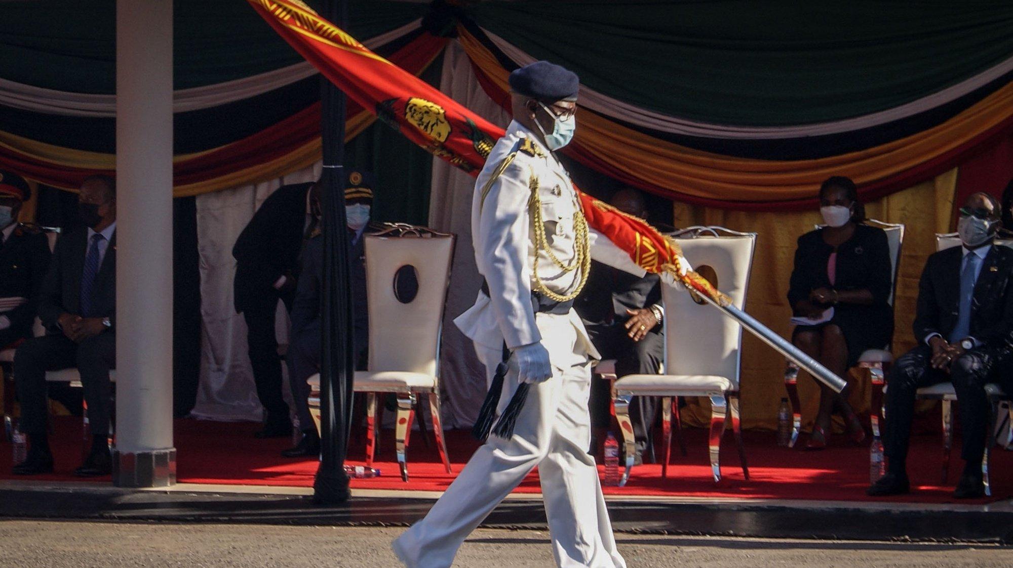 O chefe do Estado Maior General das Forças Armadas de Defesa de Moçambique (FADM), Joaquim Rivas Mangrasse, durante a sua tomade de posse, no quartel general das FADM em Maputo, Moçambique, 16 de março de 2021. (ACOMPANHA TEXTO). LUÍSA NHANTUMBO/LUSA