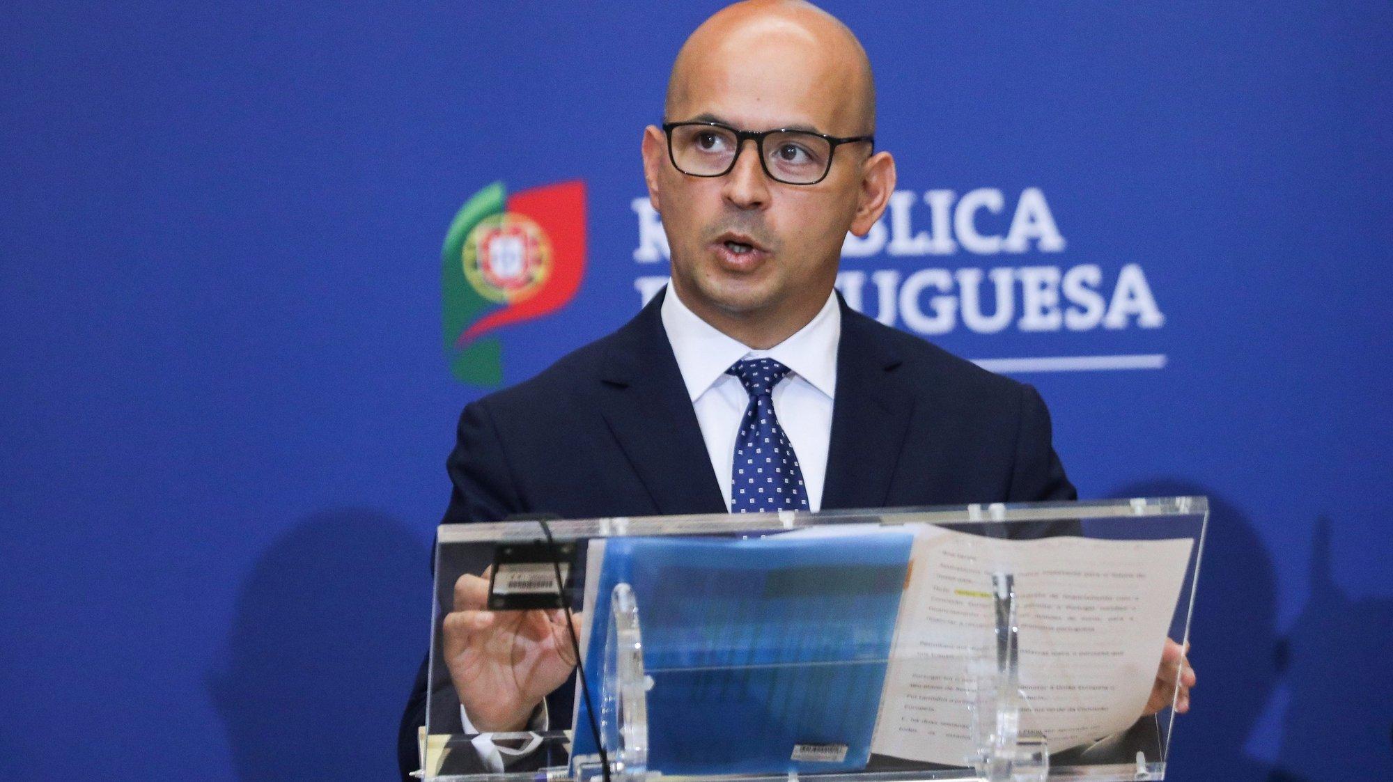 O ministro de Estado e das Finanças, João Leão, intervém na cerimónia de assinatura dos Acordos de Financiamento e de Empréstimo, relativos ao Mecanismo de Recuperação e Resiliência, entre Portugal e a Comissão Europeia, esta tarde no Ministério das Finanças em Lisboa, 26 de julho de 2021.  MIGUEL A. LOPES/LUSA