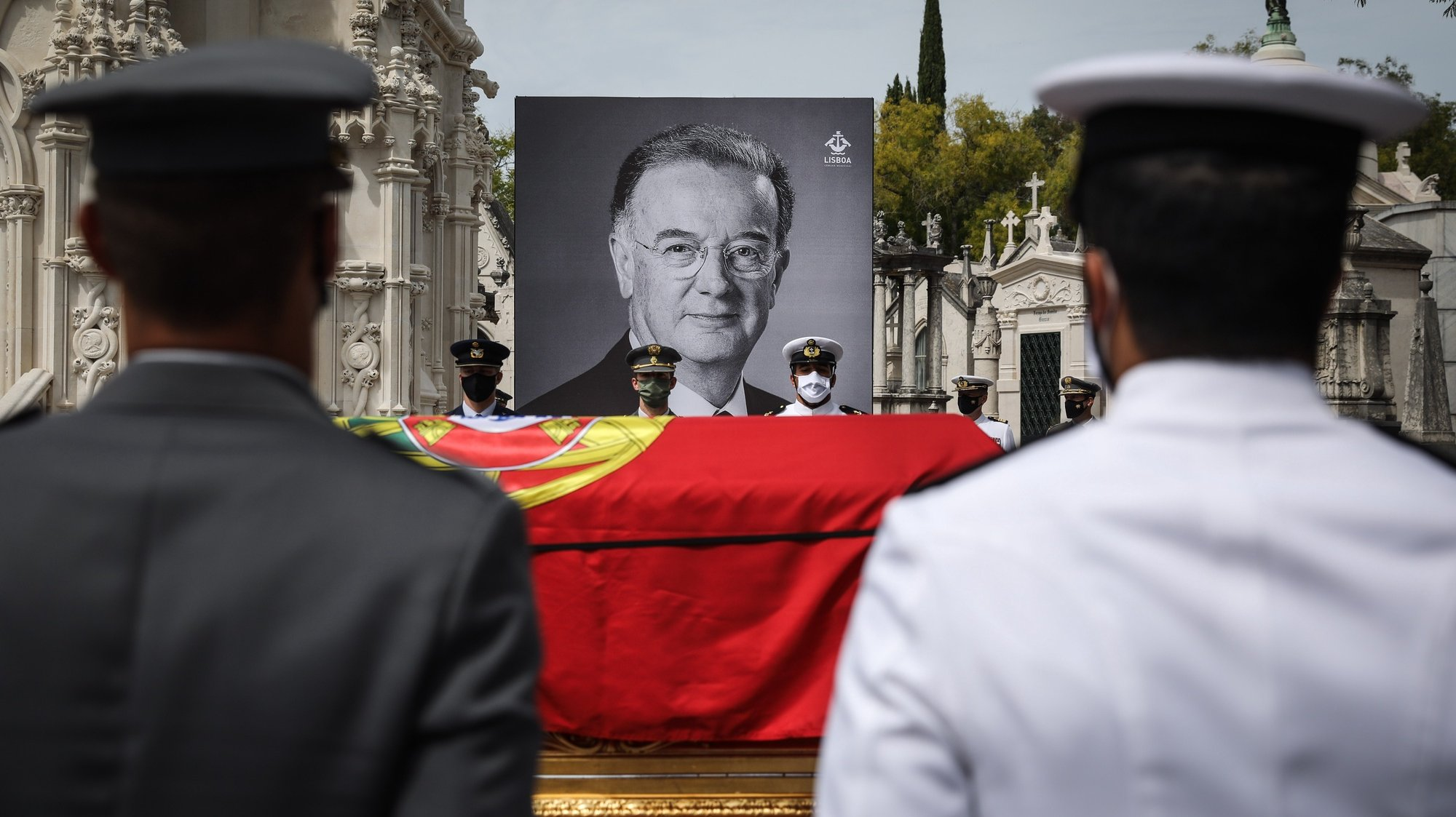 The urn during the funeral service for the late Portuguese President Jorge Sampaio at Alto de São João cemetery, Portugal, 12 september 2021. Jorge Sampaio, former secretary-general of the PS (1989/1992) and two-term President of the Republic (1996/2006), died on Friday, at the age of 81, at Santa Cruz Hospital, in Lisbon, where he had been hospitalized since August 27, following respiratory difficulties. RODRIGO ANTUNES/LUSA