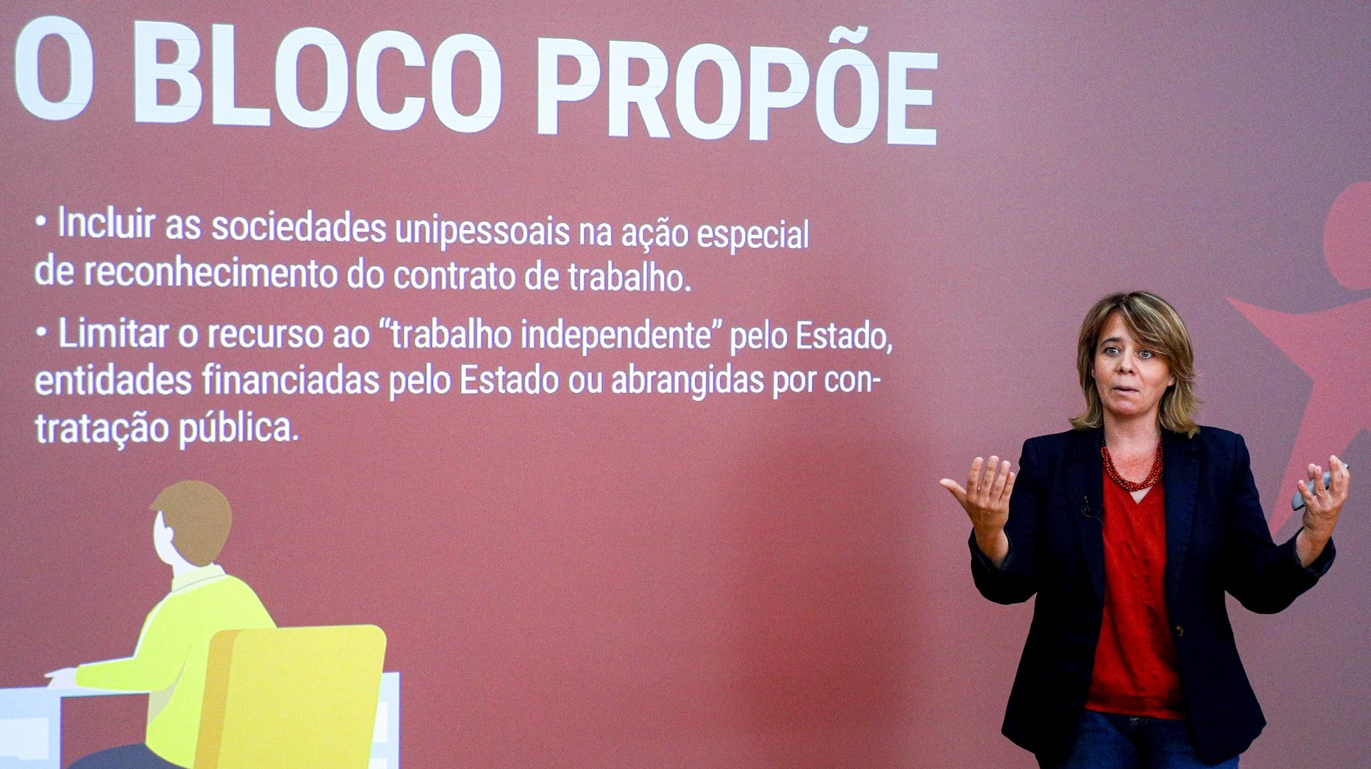 A coordenadora Nacional do Bloco de Esquerda (BE), Catarina Martins, fala aos jornalistas durante a conferência de imprensa onde abordou os temas da legislação laboral, combate à precariedade e Orçamento do Estado, em Lisboa, 13 de setembro de 2021. ANTÓNIO COTRIM/LUSA