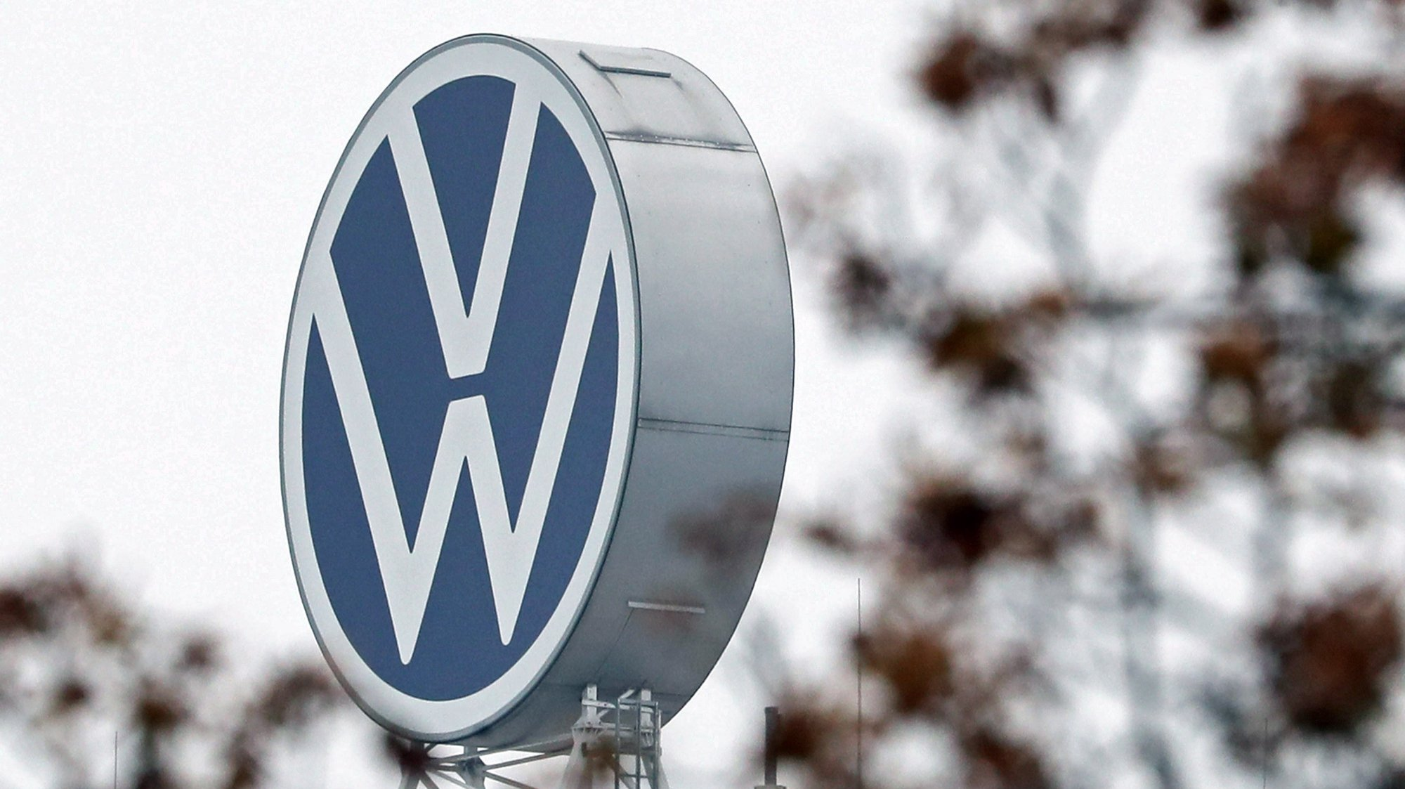 epa08782907 (FILE) - A logo of German car maker Volkswagen (VW) on top of the main administration building of the Volkswagen plant in Wolfsburg, Germany, 06 October 2019 (reissued 29 October 2020). Volkswagen Group are to publish its results for the third quarter 2020 on 29 October 2020.  EPA/FOCKE STRANGMANN *** Local Caption *** 55527628