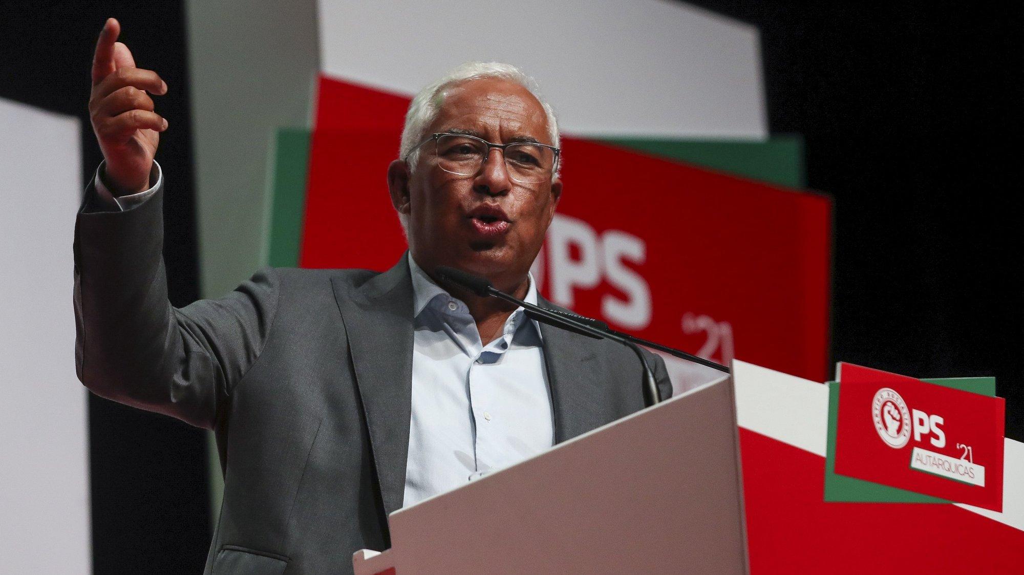 O secretário-geral do Partido Socialista (PS), António Costa, intervém durante o comício de campanha no âmbito das eleições autárquicas, Coimbra, 15 de setembro de 2021. No próximo dia 26 de setembro mais de 9,3 milhões eleitores podem votar nas eleições Autárquicas, para eleger os seus representantes locais. PAULO NOVAIS/LUSA