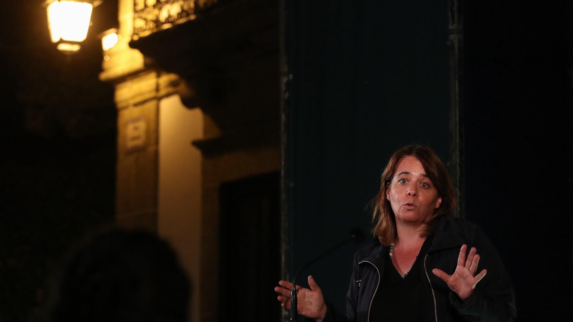 A coordenadora do Bloco de Esquerda, Catarina Martins, durante a intervenção no comício de verão do BE, com os candidatos às Assembleias Municipais de Mortágua, Carregal do Sal e Santa Comba Dão, em Santa Comba Dão, 25 de agosto de 2021. PAULO NOVAIS/LUSA