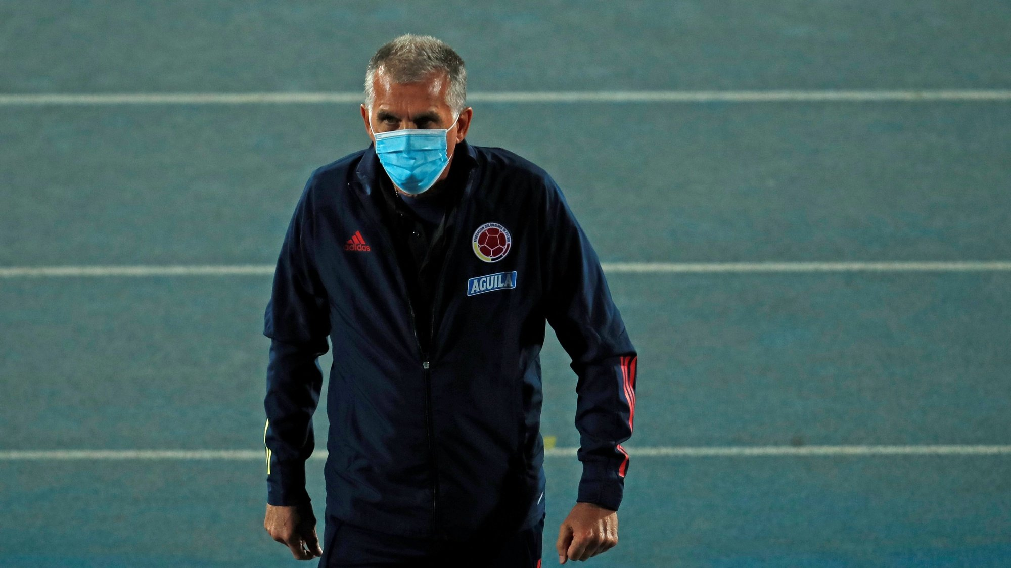 epa08742734 Colombia's head coach, Portuguese Carlos Queiroz, during the South American qualifier soccer match for the 2022 FIFA World Cup Qatar between Chile and Colombia, at the National stadium, in Santiago, Chile, 13 October 2020.  EPA/Alberto Valdes / POOL