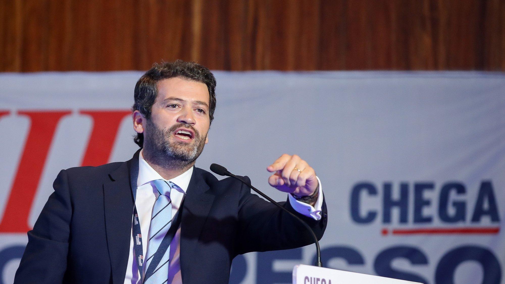 O presidente do Chega, André Ventura, discursa na sessão de encerramento do 3.º dia do III Congresso Nacional do Chega, que entretanto foi interrompida para repetição da eleição dos membros da mesa do congresso, em Coimbra, 30 de maio de 2021. PAULO NOVAIS/LUSA