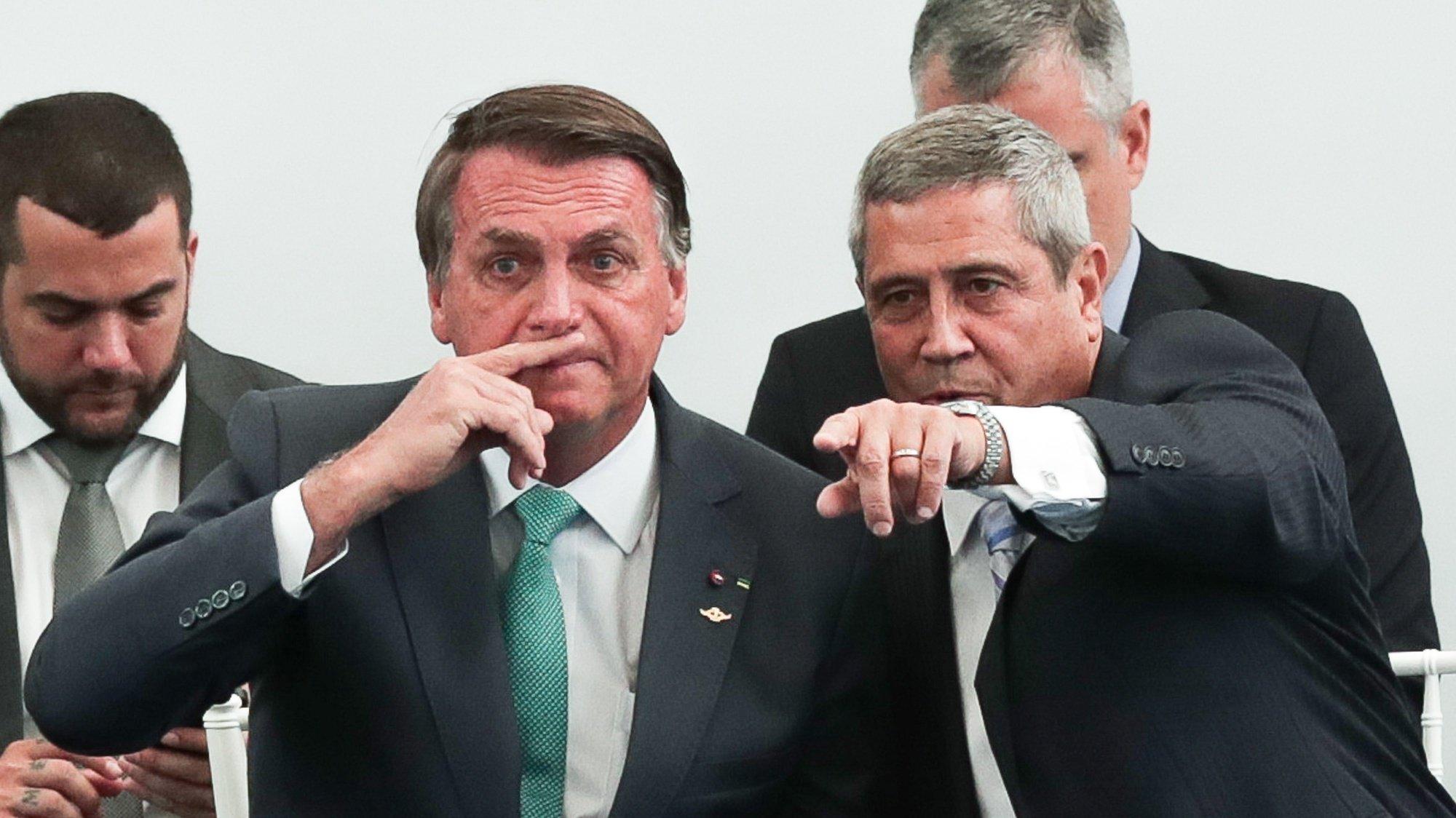 epa09440942 Brazilian President Jair Bolsonaro and Defense Minister Braga Netto (R) attend the medal ceremony Military Sports Merit, in Rio de Janeiro, Brazil, on 01 September 2021.  EPA/Andre Coelho