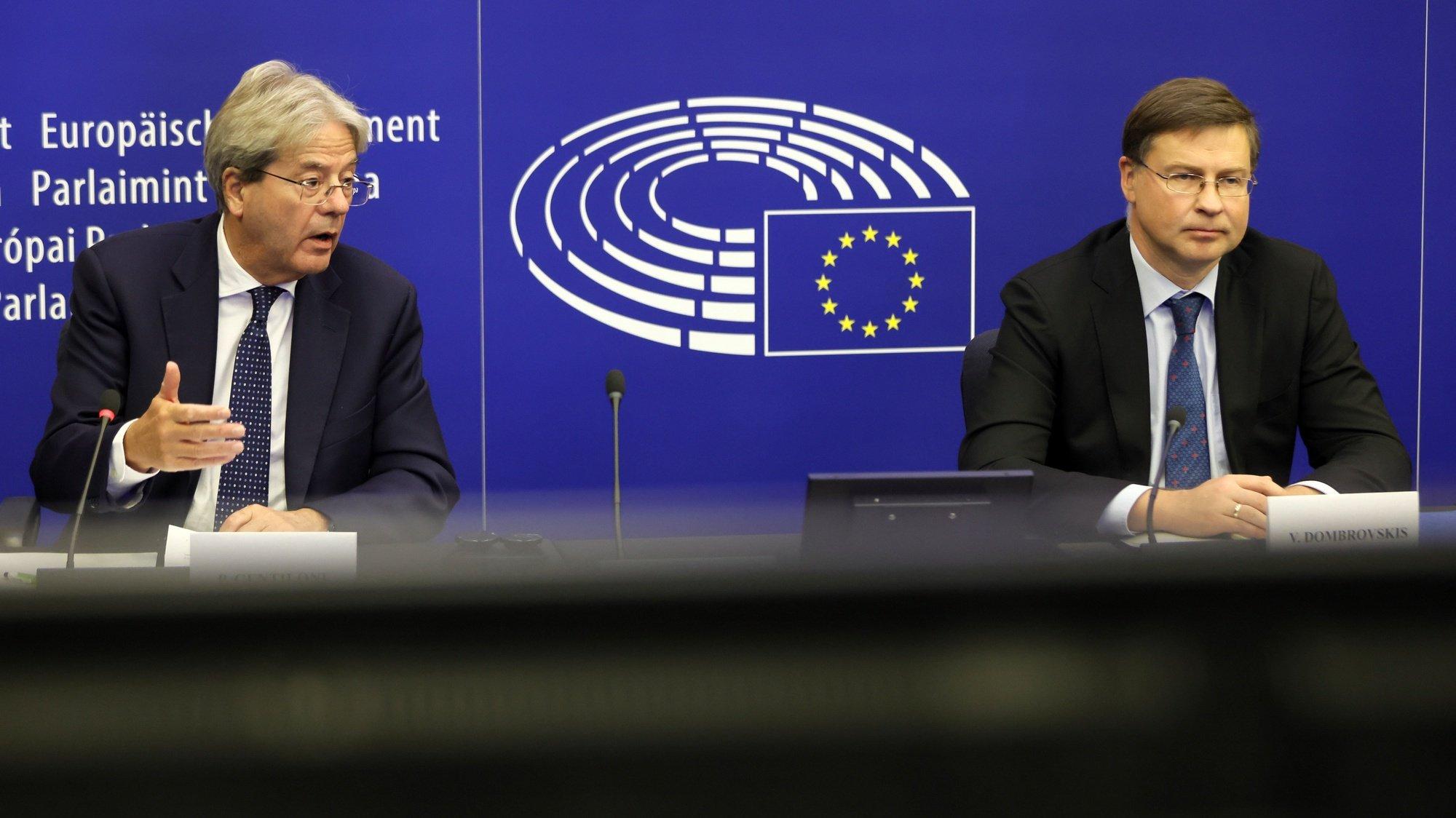 Conferência de imprensa da comissão europeia, no parlamento europeu, Strasbourg, França, 19 de outubro de 2021. EPA/RONALD WITTEK / POOL