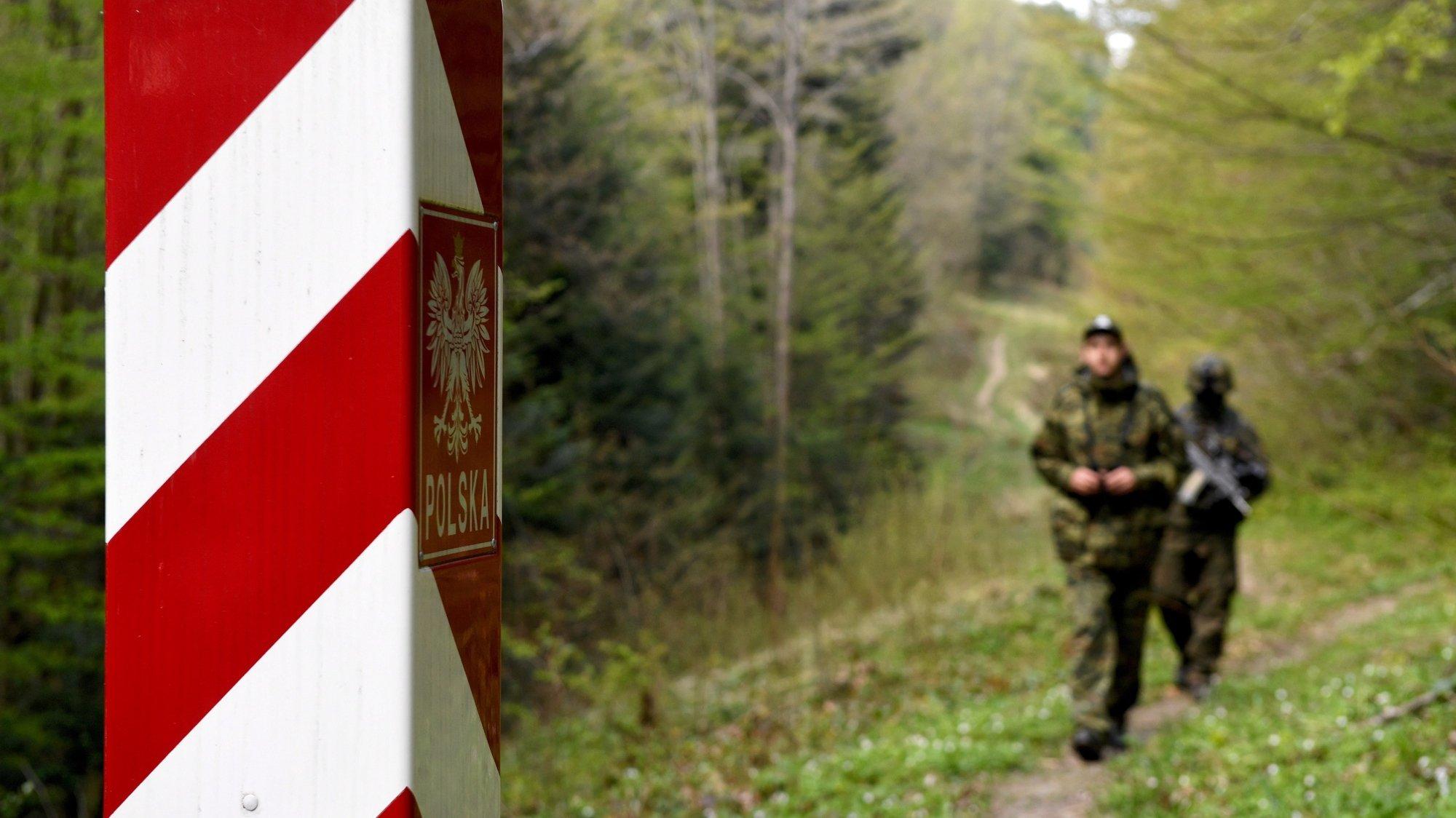 Patrulha de militares polacos na fronteira com a polónia e a Ucrânia