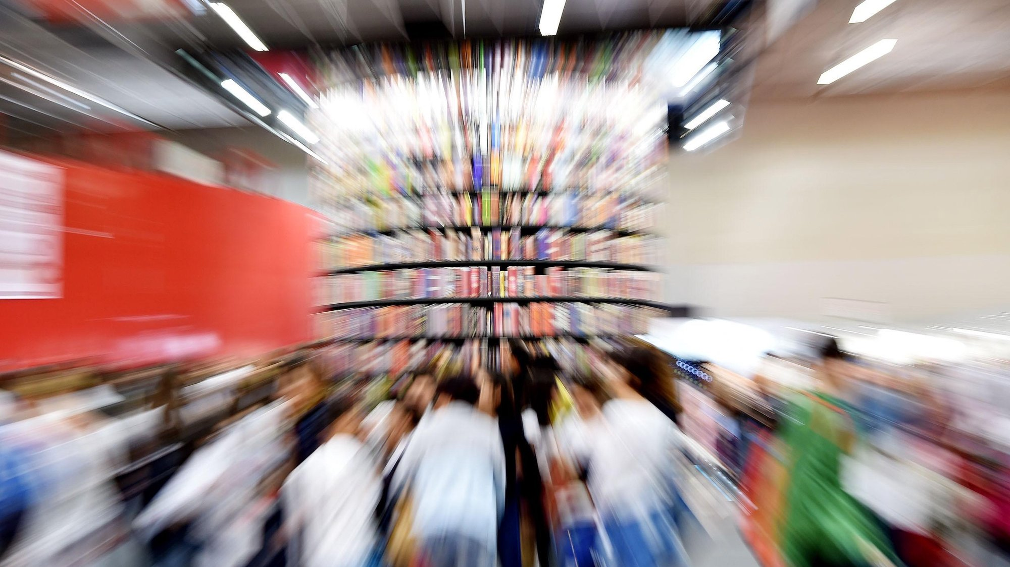 epa06728453 Visitors attend the 31st Turin International Book Fair in Turin, Italy, 11 May 2018. The Turin International Book Fair running from 10 to 14 May is the largest book fair in Italy.  EPA/ALESSANDRO DI MARCO
