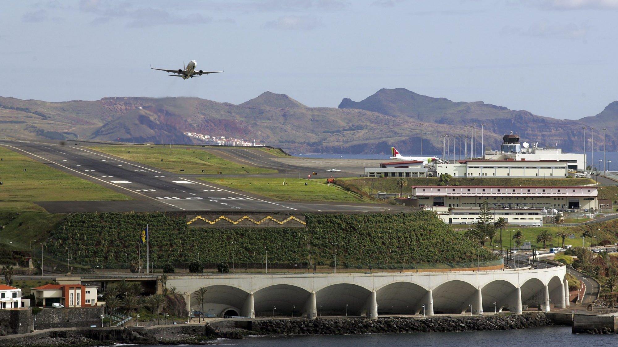 Aeroporto Internacional da Madeira, em Santa Cruz