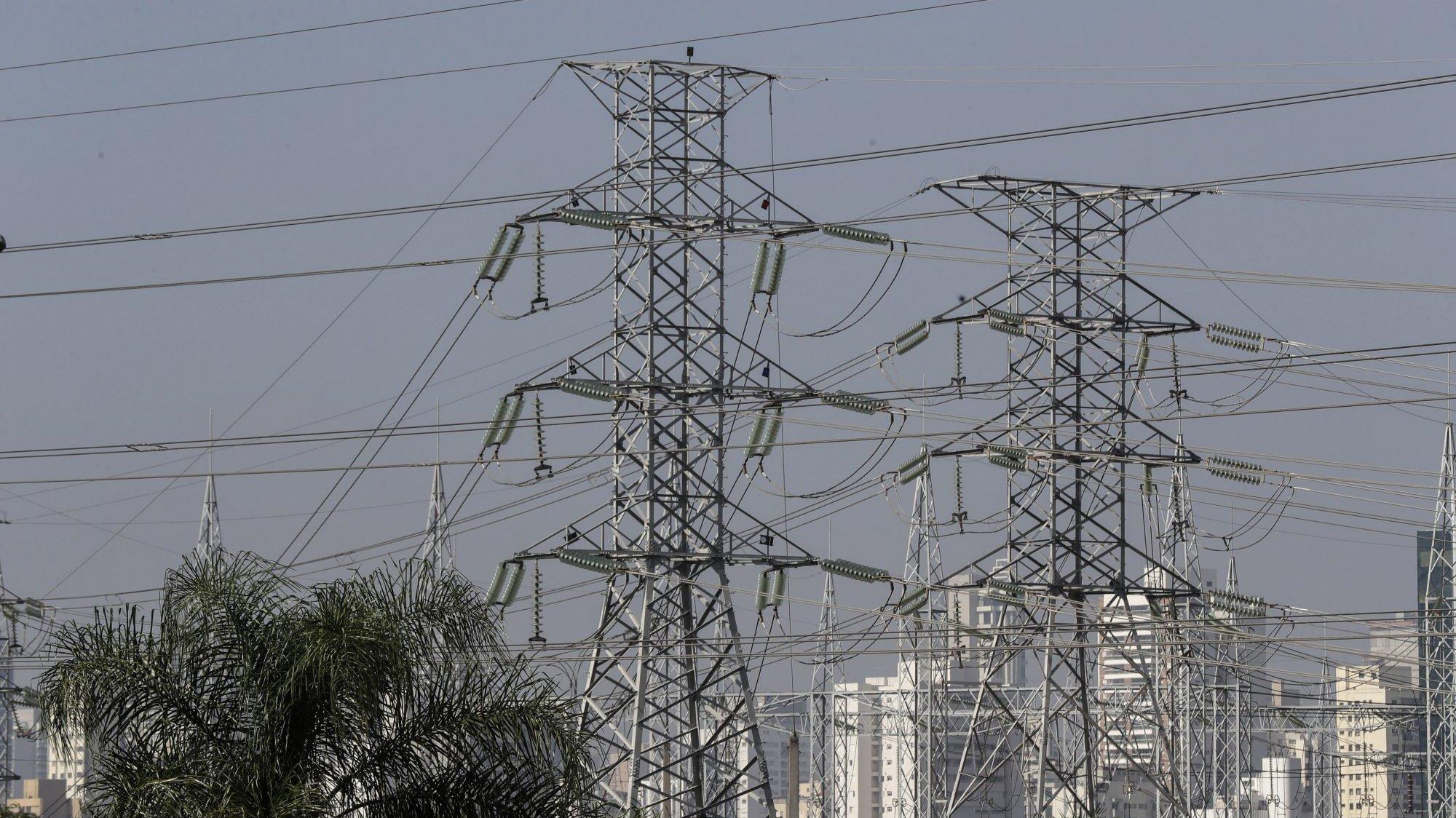 Torres de alta voltagem em São Paulo