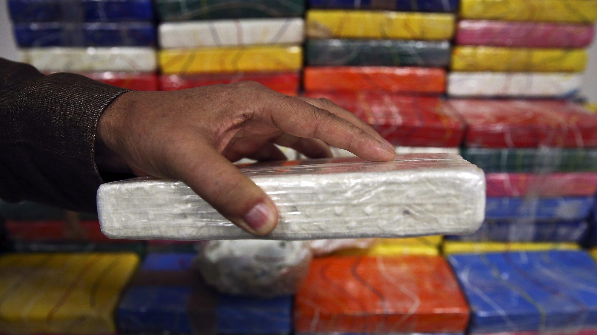 450 quilos de cocaína aprendidos pela Polícia Judiciária (PJ) no interior de um veleiro de pavilhão belga