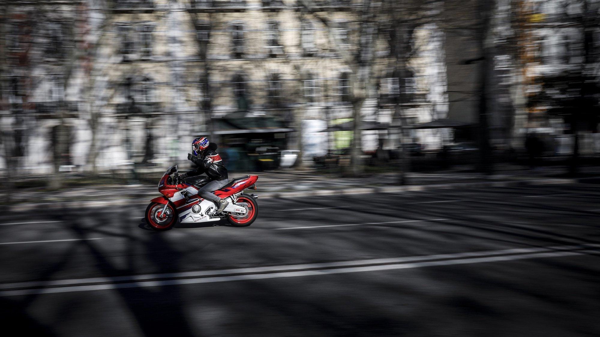 Motociclistas de várias localidades do país protestam durante a manifestação organizada pelo GAM - Grupo Acção Motociclista, pela criação de uma classe de portagens para motociclos e revisão dos escalões de IUC - Imposto Único de Circulação, em Lisboa, 3 de fevereiro de 2019. RODRIGO ANTUNES/LUSA