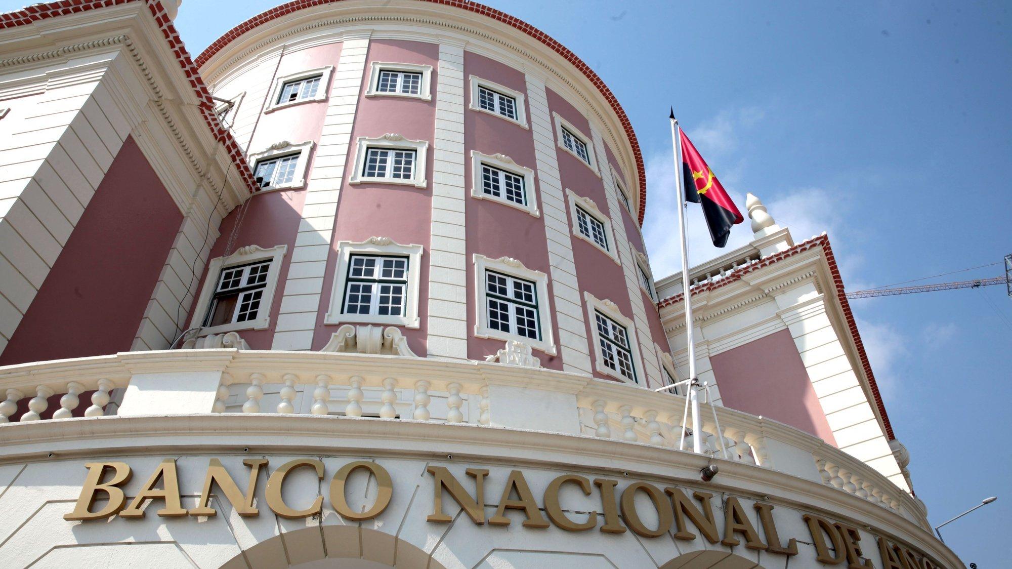 Pormenor da fachada do edifício do Banco Nacional de Angola (BNA), em Luanda, Angola, 07 de julho de 2020. AMPE ROGÉRIO/LUSA