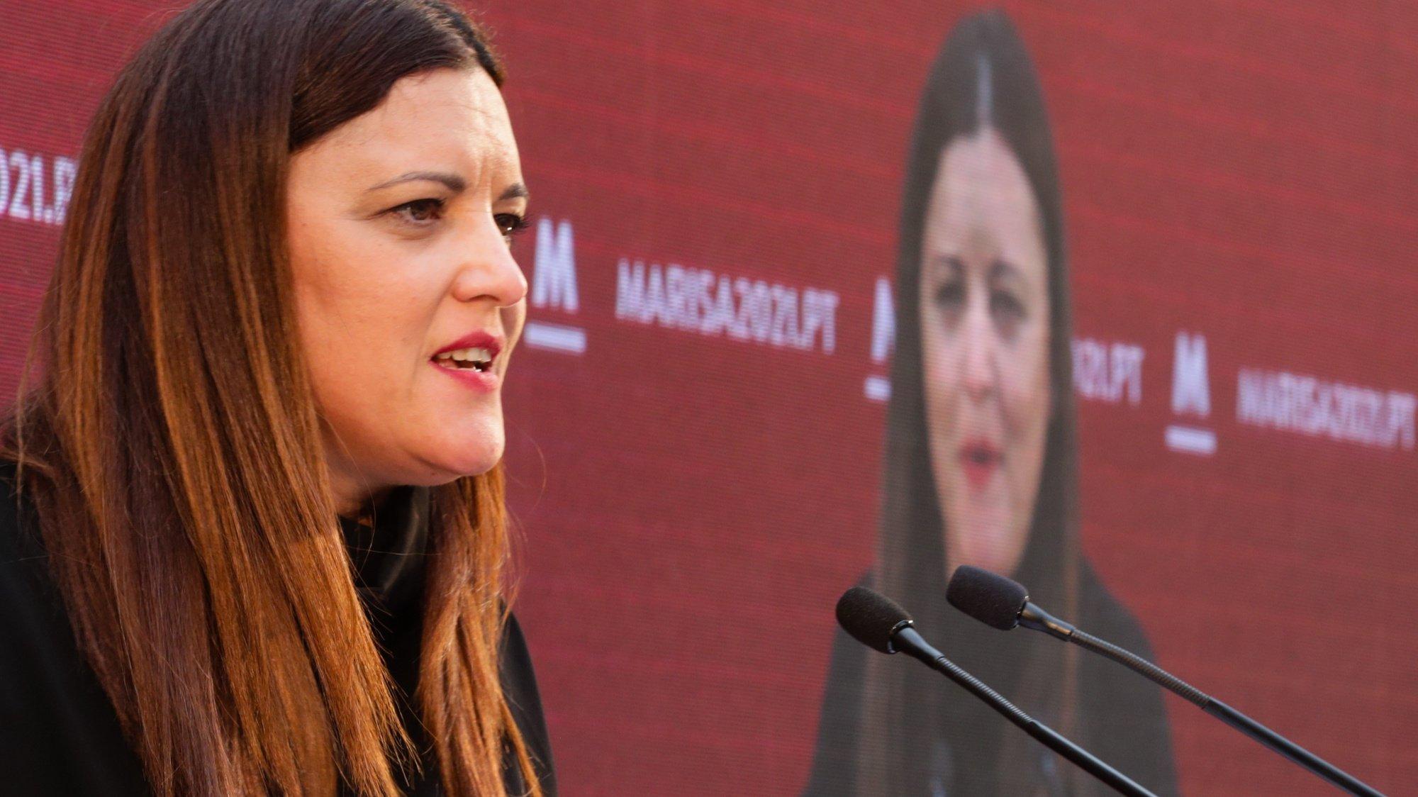 A candidata pelo Bloco de Esquerda à presidência da República, Marisa Matias, discursa na cerimónia oficial de lançamento da sua candidatura, no pátio da Galé em Lisboa, 03 de outubro de 2020. TIAGO PETINGA/LUSA