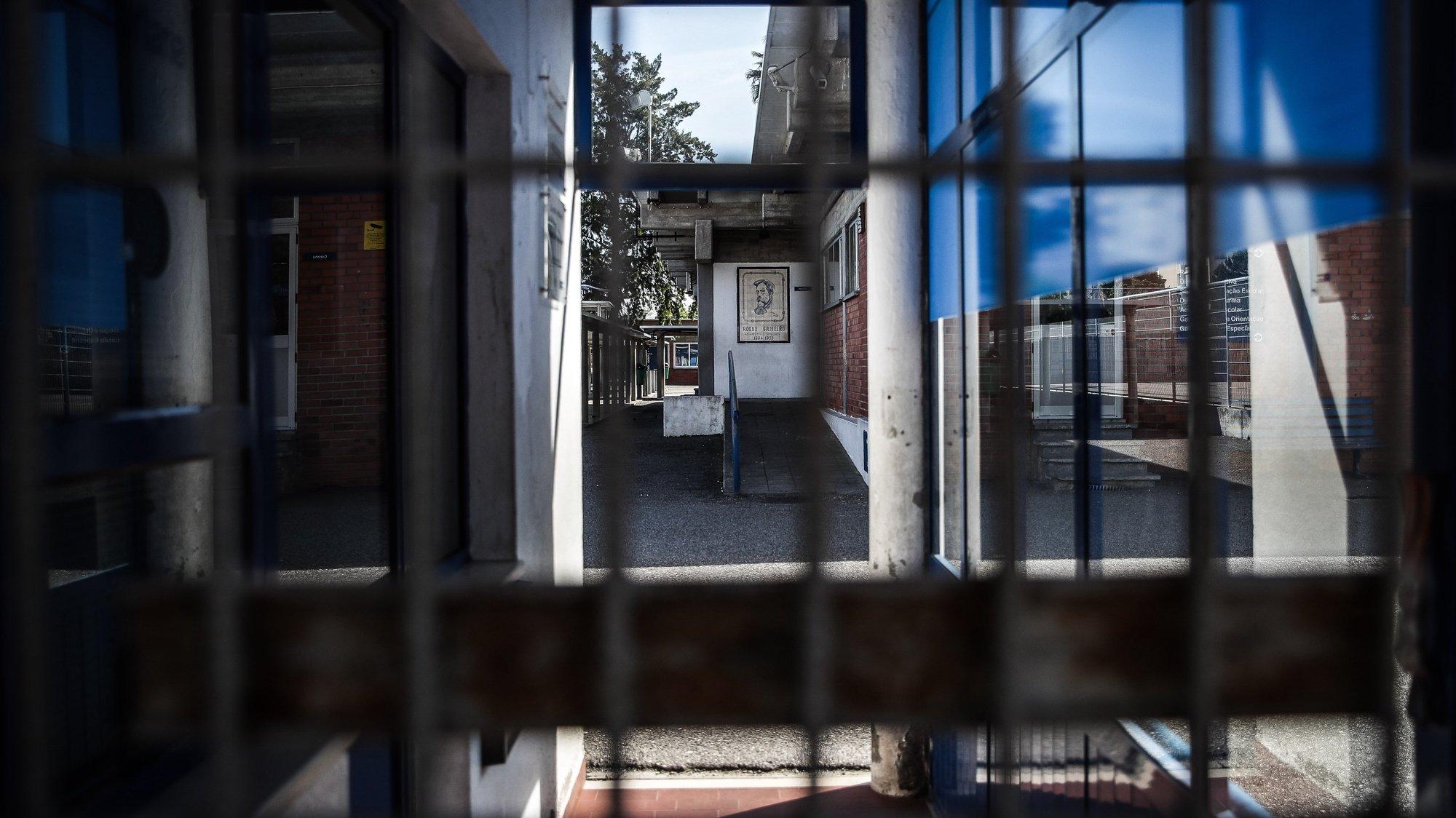 A Escola Básica 2,3 Roque Gameiro encontra-se encerrada depois de identificados casos de coronavírus, Amadora, 11 de março de 2020. Em Portugal, a Direção Geral da Saúde (DGS) atualizou hoje o número de infetados pelo Covid-19, que registou o maior aumento num dia (18), ao passar de 41 para 59.  MÁRIO CRUZ/LUSA