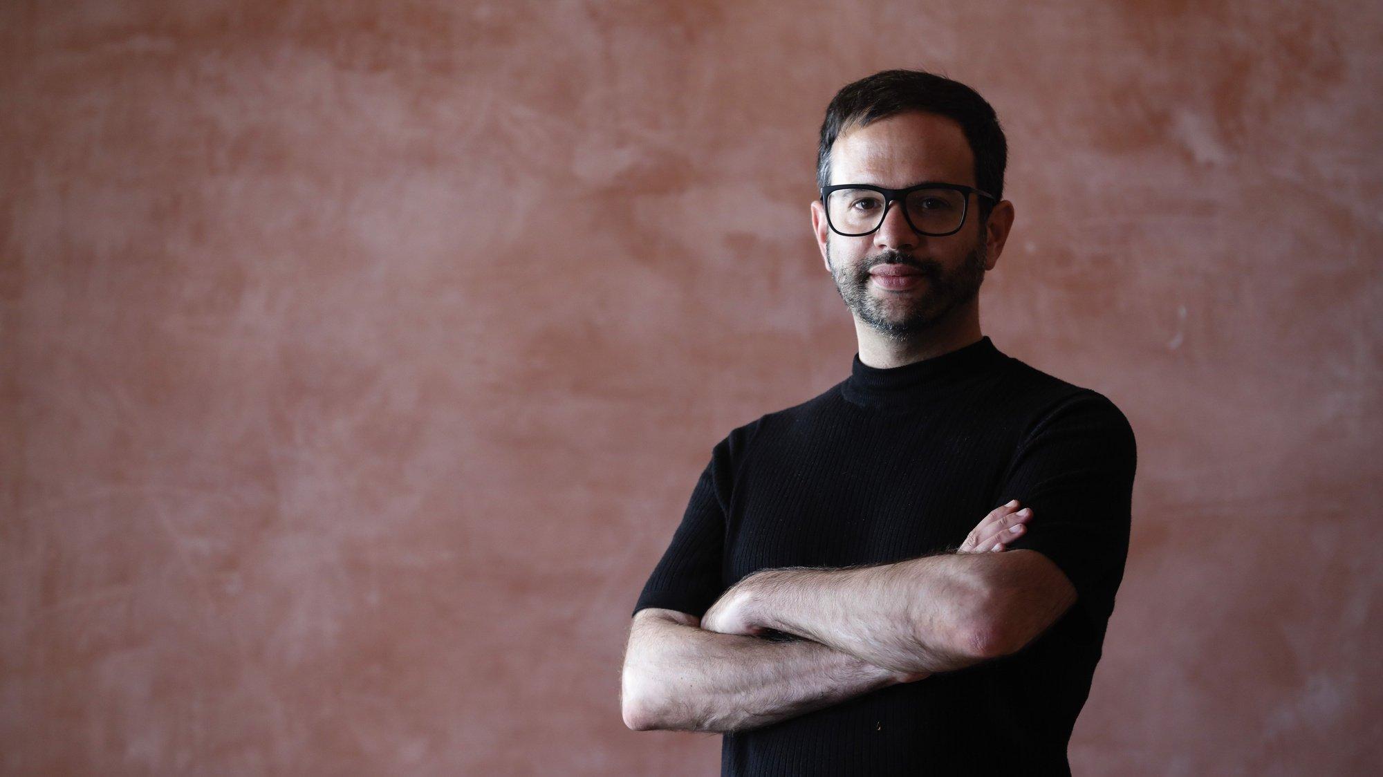 O realizador Diogo Costa Amarante, durante uma entrevista à agência Lusa no 27.º Curtas Vila do Conde - Festival Internacional de Cinema, no Teatro Municipal de Vila do Conde, 10 de julho de 2019. (ACOMPANHA TEXTO DE 11 DE JULHO DE 2019). JOSÉ COELHO/LUSA