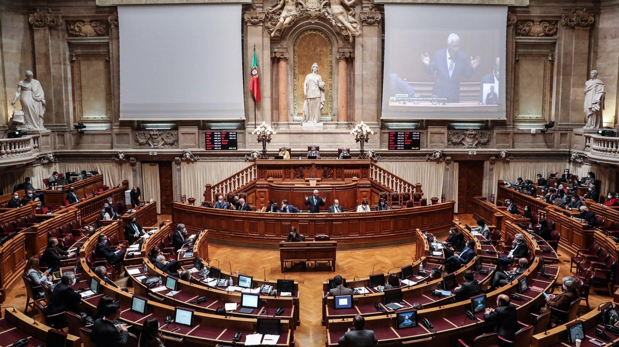 O primeiro-ministro, António Costa (C), participa no debate parlamentar sobre política geral, na Assembleia da República, em Lisboa, 17 de março de 2021. MÁRIO CRUZ/LUSA