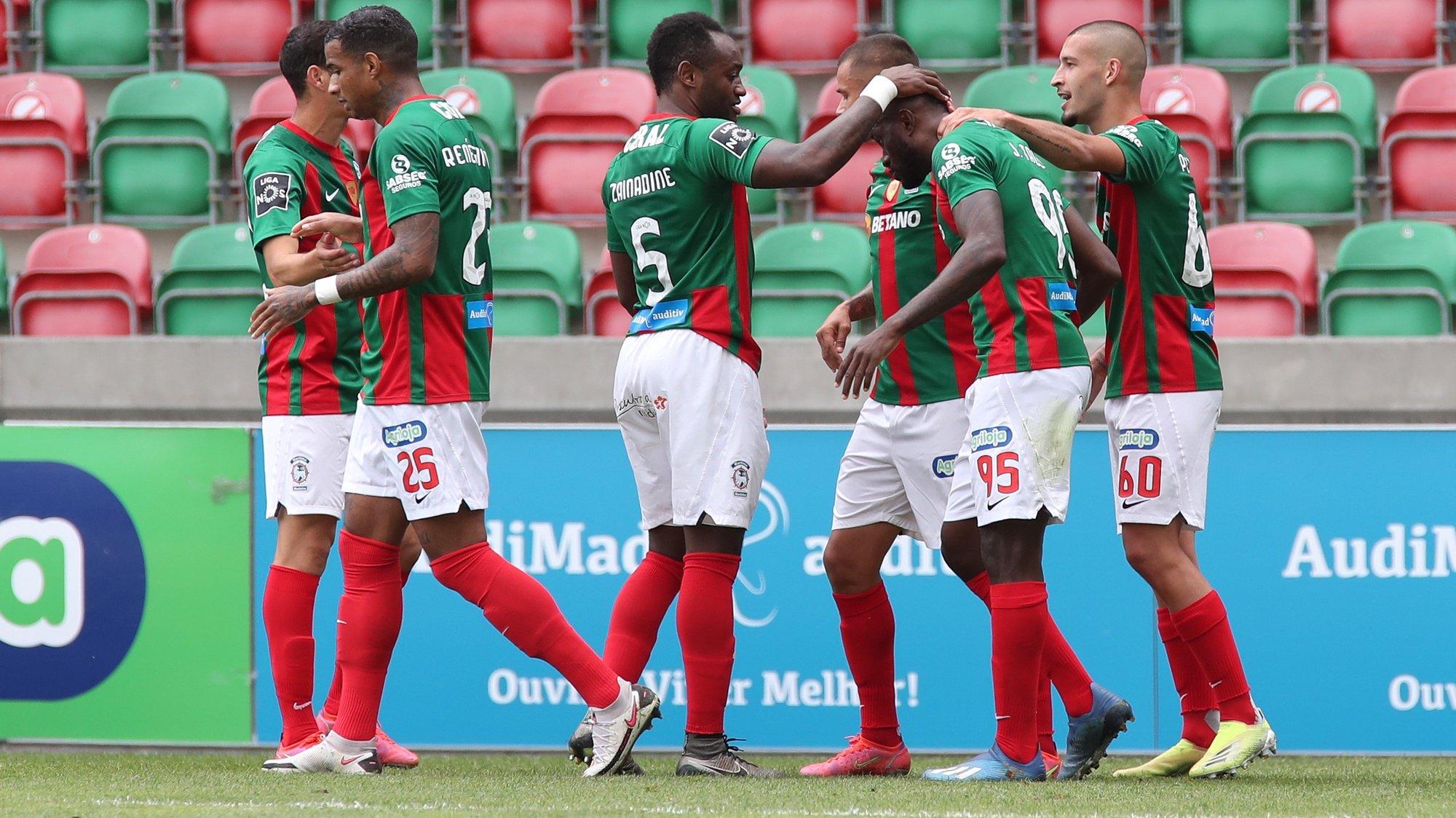 O jogador do Marítimo, Joel Tagueu, festeja o golo marcado frente ao Rio Ave, durante o jogo da Primeira Liga de Futebol realizado no Estádio do Marítimo, no Funchal, 21 de abril de 2021. HOMEM DE GOUVEIA/LUSA