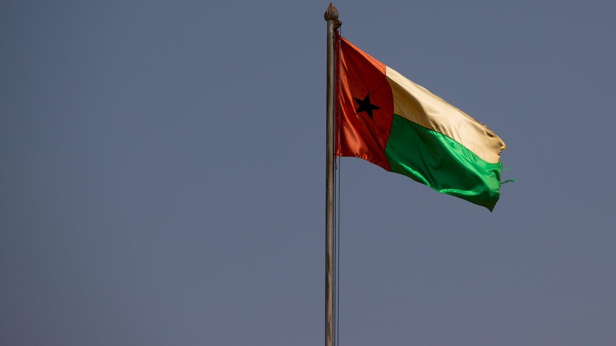 Bandeira da Guiné-Bissau, em Bissau, na Guiné-Bissau, 16 de maio de 2021. JOSÉ SENA GOULÃO/LUSA