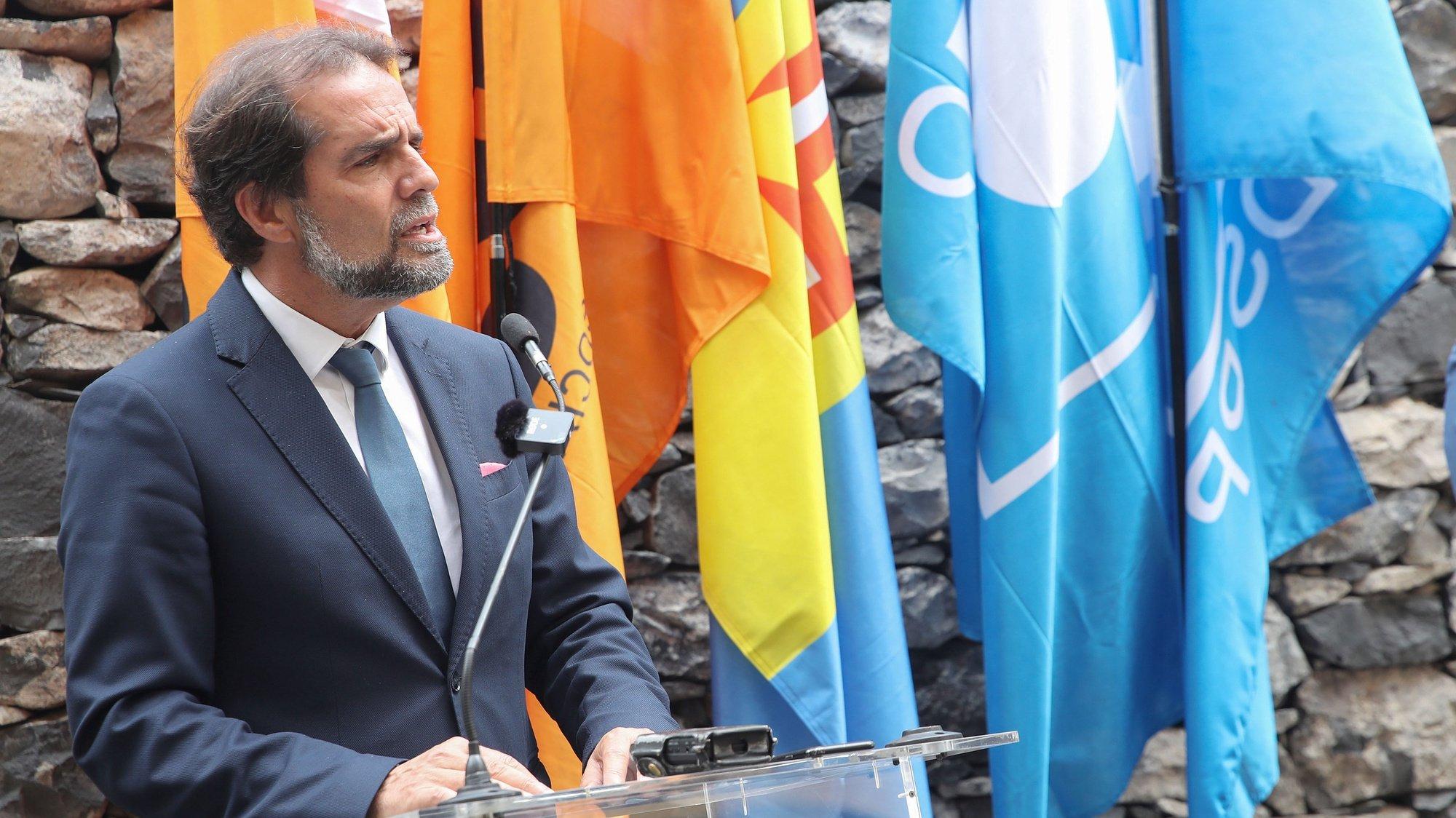 O PSD/Madeira representado pelo presidente, Miguel Albuquerque e o CDS/PP-Madeira representado pelo presidente da Comissão Política, Rui Barreto (ausente da fotografia) assinaram esta tarde um acordo político de coligação autárquica, no Funchal, 14 de abril de 2021, HOMEM DE GOUVEIA/LUSA