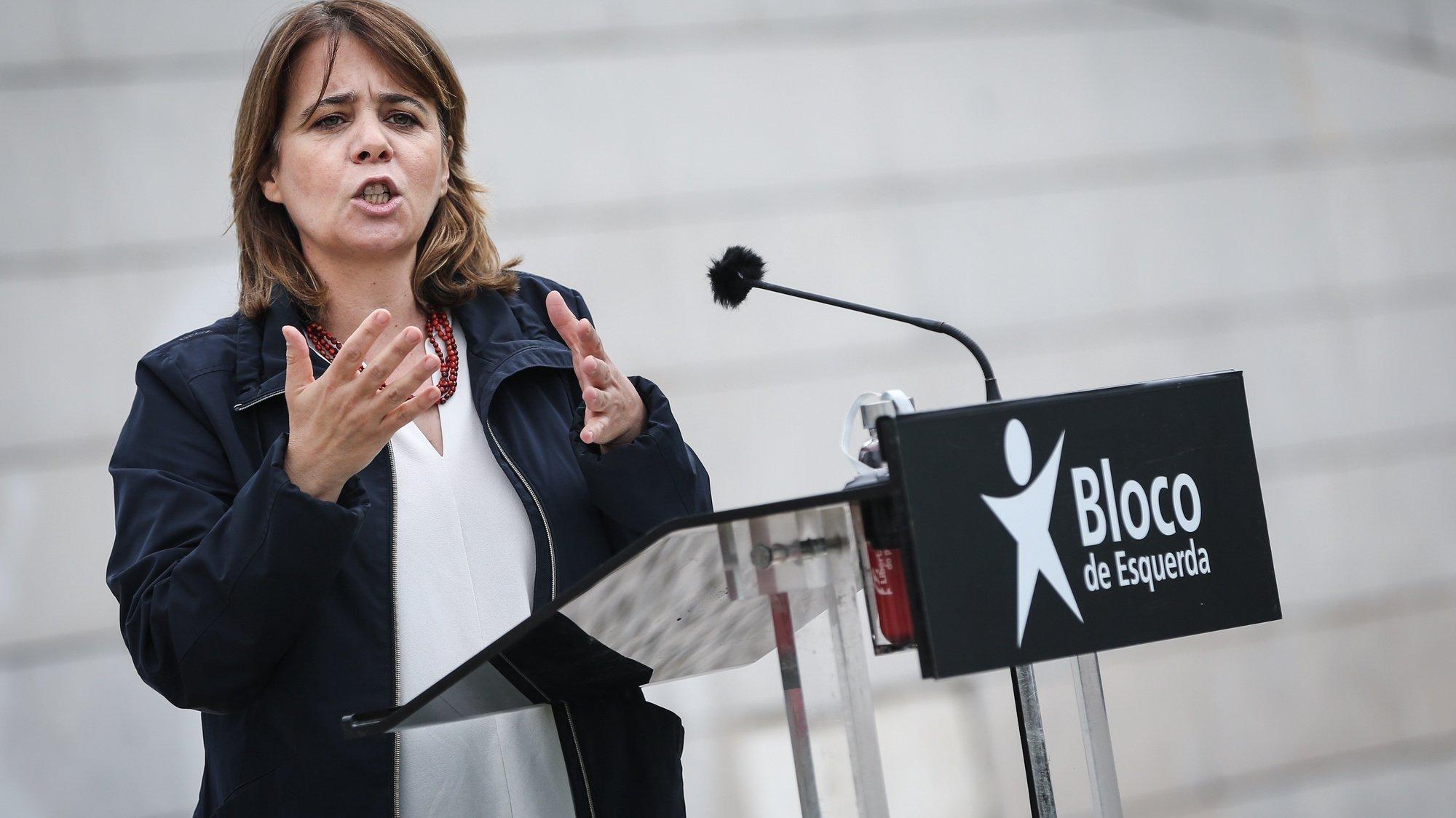 A coordenadora do Bloco de Esquerda (BE), Catarina Martins, discursa durante a apresentação dos candidatos aos órgãos autárquicos do Bloco de Esquerda, em Almada, 16 de maio de 2021.  RODRIGO ANTUNES/LUSA