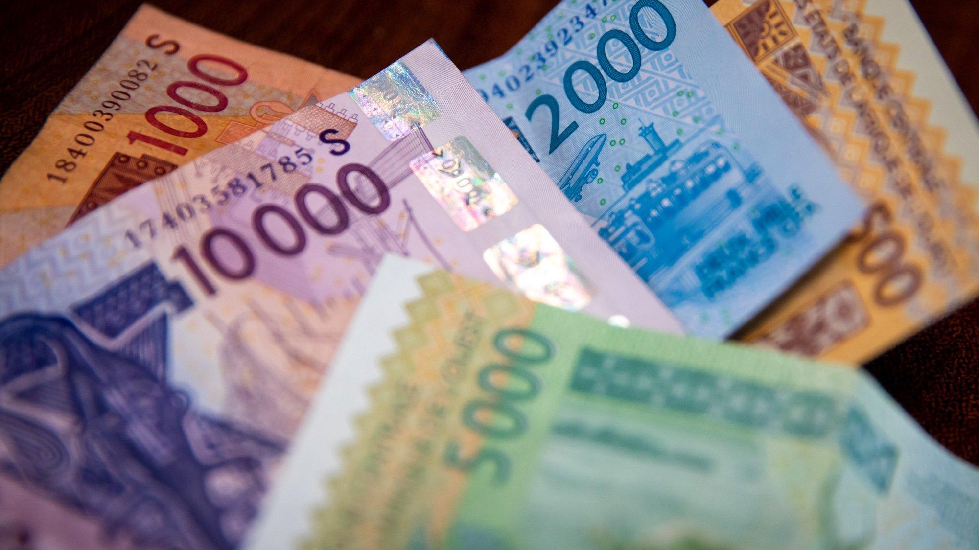 Notas de Franco CFA, moeda oficial da Guiné-Bissau, 18 de maio de 2021. JOSÉ SENA GOULÃO/LUSA