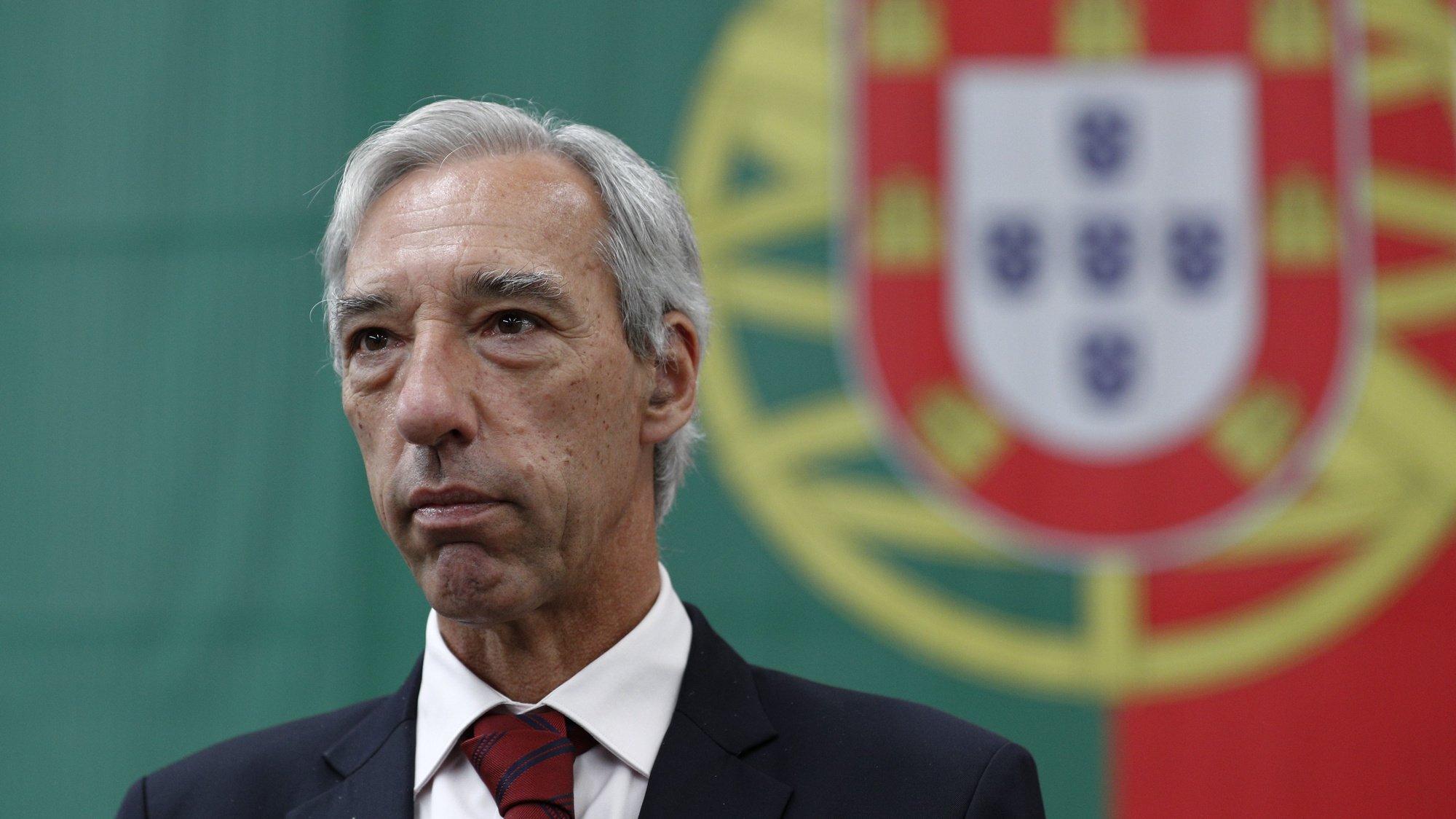 """O ministro da Defesa Nacional, João Cravinho Gomes, intervém na chegada da 6.ª Força Nacional Destacada (FND) em missão da NATO no Afeganistão """"Resolute Support Mission"""", que aterraram esta manhã na Base Aérea de Figo Maduro, em Lisboa, 24 de maio de 2021. ANTÓNIO COTRIM/LUSA"""
