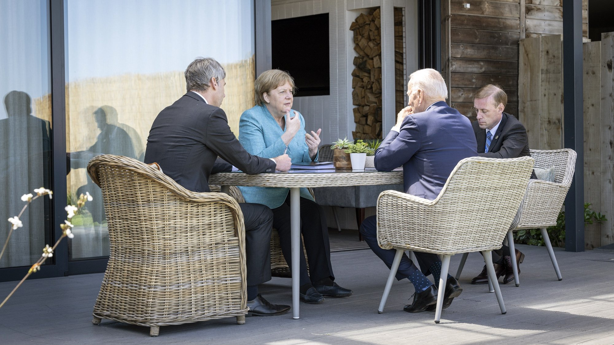 epa09264328 A handout photo made available by the German Government Press Office (BPA) shows German Chancellor Angela Merkel (2-L) and US President Joe Biden (2-R) at the beginning of their meeting on the sidelines of the G7 summit, in St. Ives, Cornwall, Britain, 12 June 2021. In picture attending the meeting are foreign policy advisor to Chancellor Merkel, Jan Hecker (L) and US National Security Advisor Jake Sullivan (R).  EPA/GUIDO BERGMANN/BPA HANDOUT  HANDOUT EDITORIAL USE ONLY/NO SALES